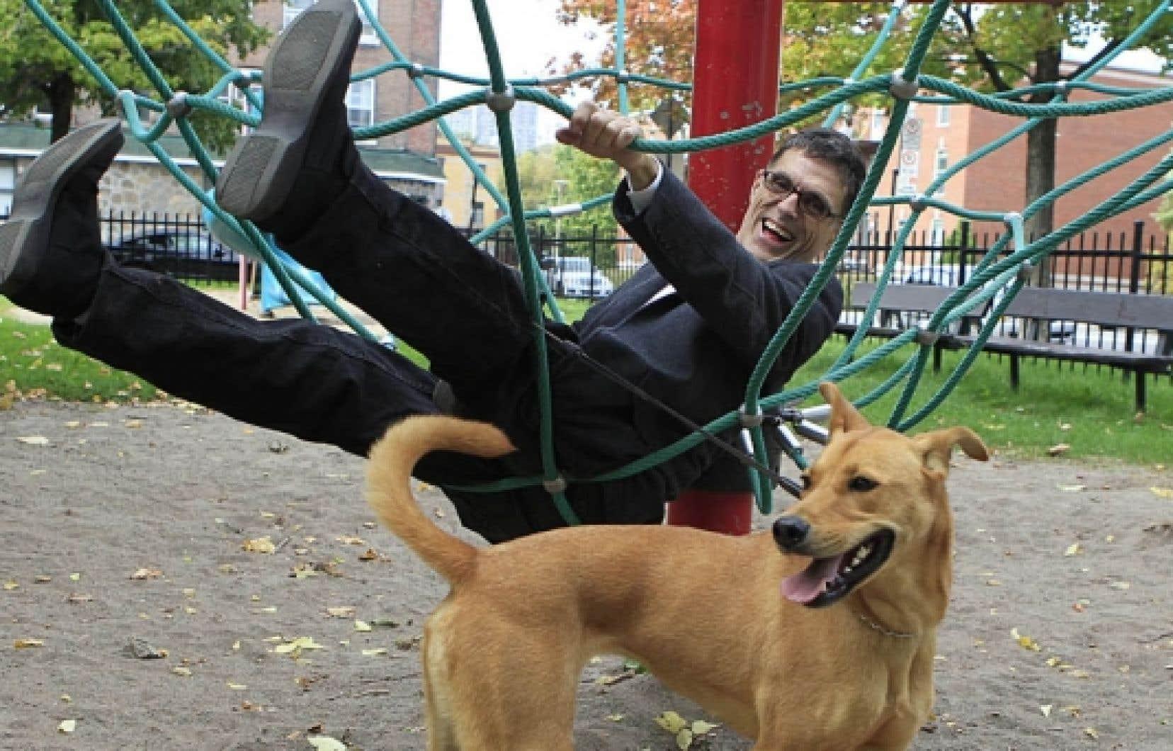 L'écrivain Pierre Gobeil revenu d'une échappée belle de six mois dans le Maine, en compagnie de son chien Nouki et de son fils de dix ans. Le voyage aux visées pédagogiques les a plus unis qu'instruits.