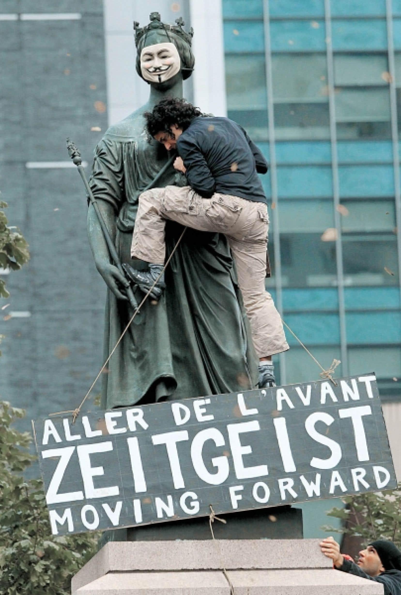 Les 99 % s'indignent place du Peuple. Zeitgeist moving forward est un film, un mouvement, une façon de repenser le capitalisme.<br />