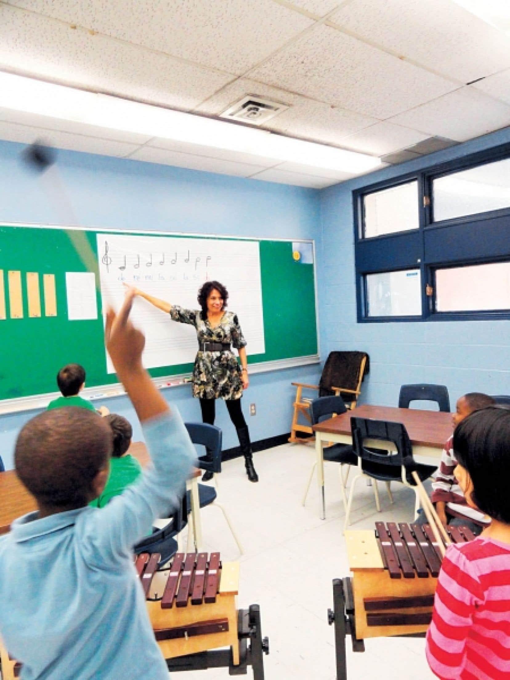 Anne-Marie Bertrand enseigne la musique au primaire à l'école Jules-Verne, à la Commission scolaire de la Pointe-de-l'Île.<br />