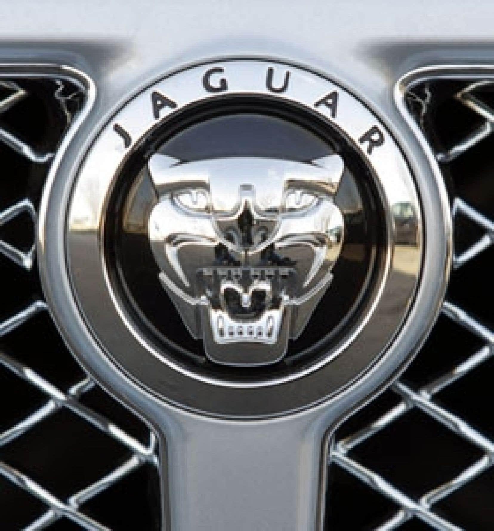 Ford a vendu hier Jaguar et Land Rover au groupe indien Tata pour 2,3 milliards de dollars. C'est le tiers du prix d'achat, le constructeur ayant acheté Jaguar en 1989 pour 2,5 milliards et Land Rover en 2000 pour 2,6 milliards.