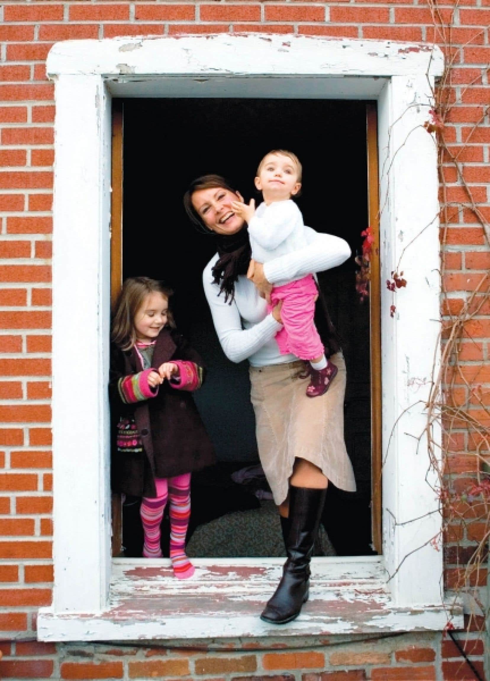 Selon l'OCDE, le Canada est au 14e rang du palmarès des pays où il fait bon vivre. Ci-dessus, une famille heureuse du Plateau Mont-Royal.<br />
