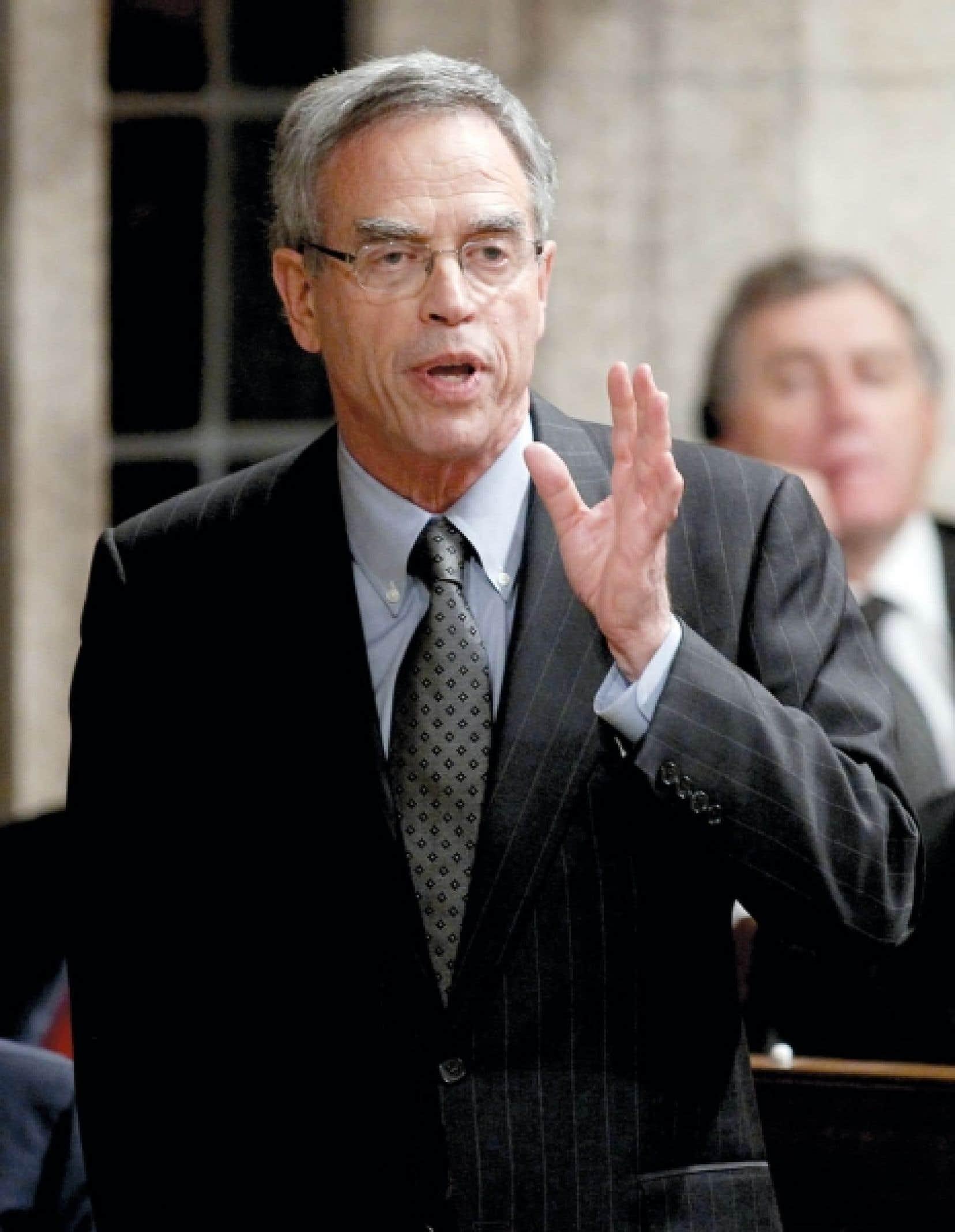 Le ministre fédéral des Ressources naturelles, Joe Oliver, souhaite que l'évaluation écologique des grands projets énergétiques soit menée plus rapidement.