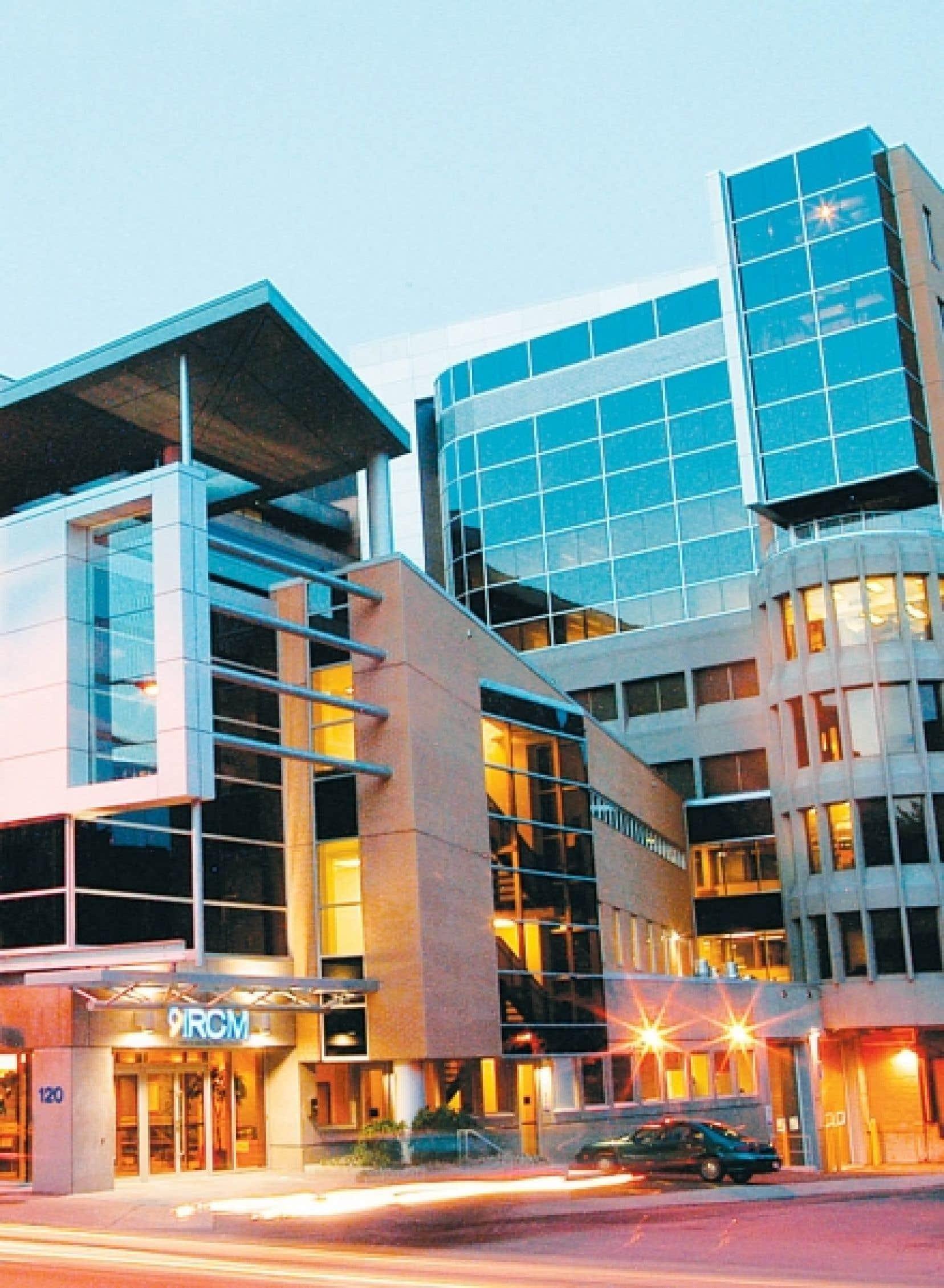 L'édifice de l'Institut de recherches cliniques de Montréal, avenue des Pins<br />