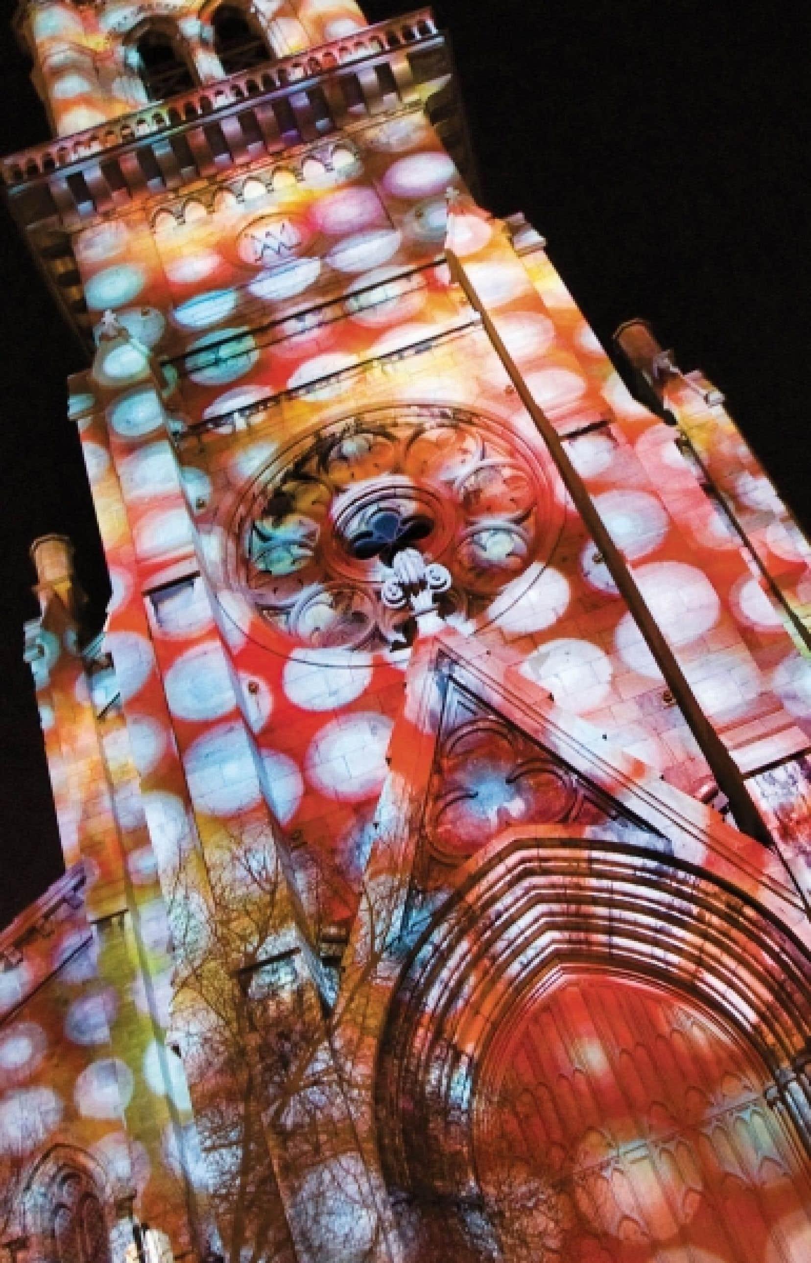 Pour la Nuit blanche de Montr&eacute;al en lumi&egrave;re, le clocher Saint-Jacques de l&rsquo;UQAM accueillera TRAME, une &oelig;uvre audacieuse et interactive.<br />