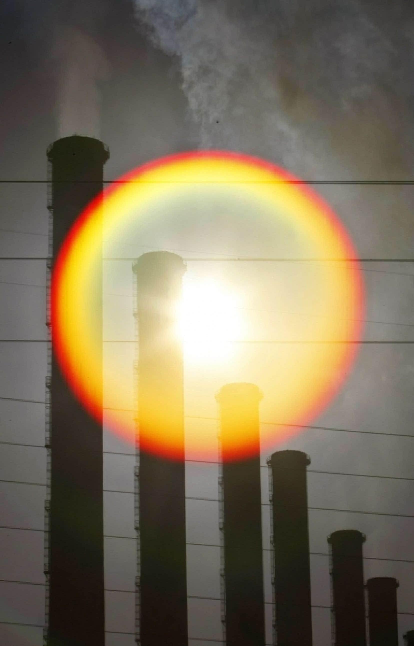 «Ce n'est pas toutes les années que le Canada se retire du protocole de Kyoto, qu'on lance un projet d'envergure comme le Plan Nord, qu'on parle du pétrole à Anticosti, qu'on parle de gaz de schiste, de la réfection de la centrale nucléaire Gentilly-2. Et on n'est même pas encore tout à fait remis de l'erreur boréale», explique Dominic Champagne.