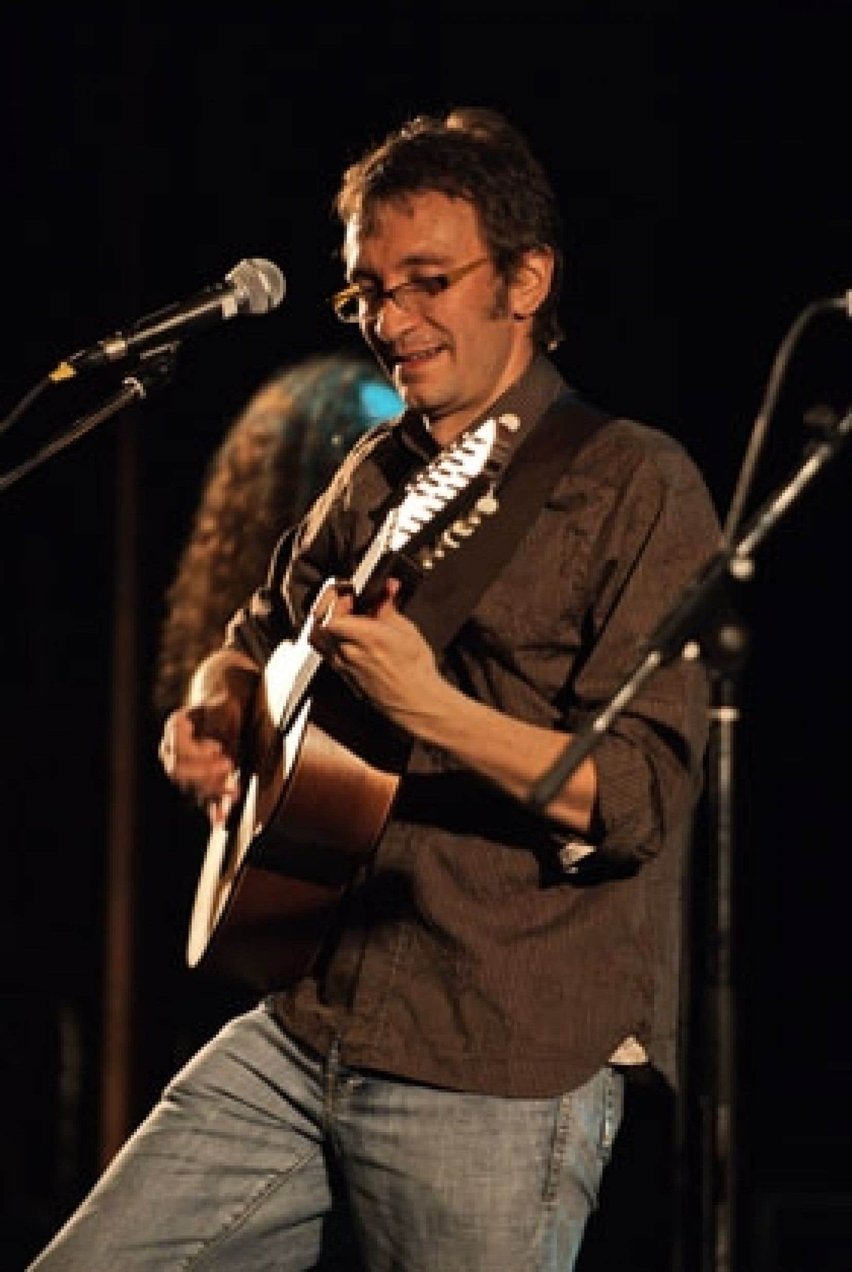 Roberto Lopez, un compositeur-arrangeur-multi-instrumentiste venu de Colombie, a été repéré en 2006 à la suite de la parution de Que pasa?. Photo: Thomasz Wilczynski