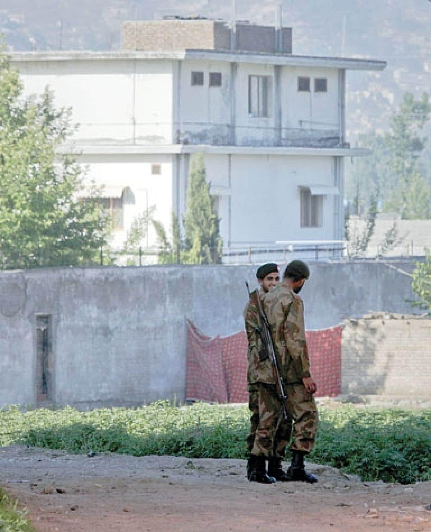 <div> Des soldats pakistanais montaient la garde devant la résidence de Ben Laden, à Abbottabad, peu après la mort du chef d'al-Qaïda.</div>