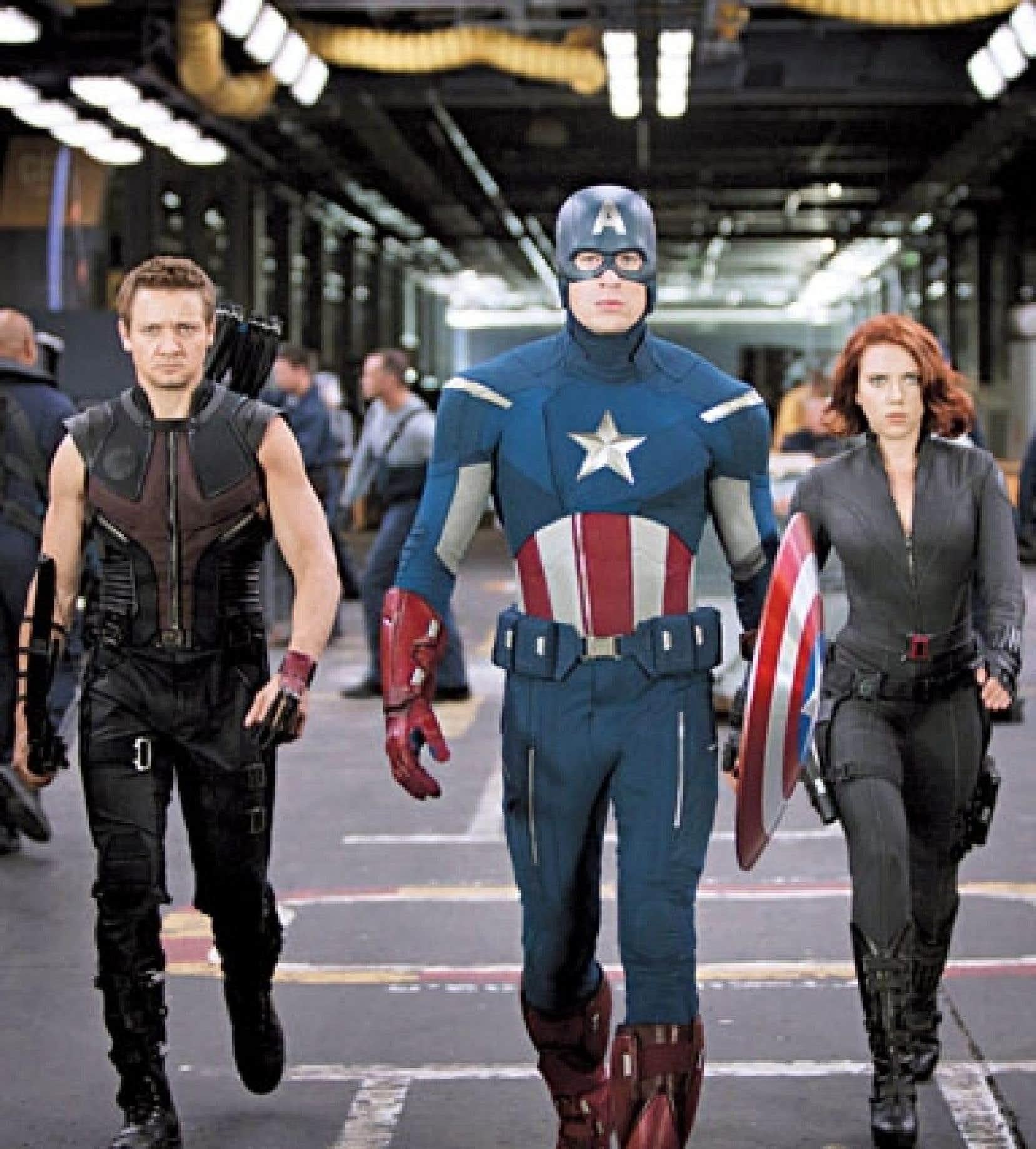 Hawkeye, Captain America et Black Widow, superhéros du blockbuster Les Avengers.