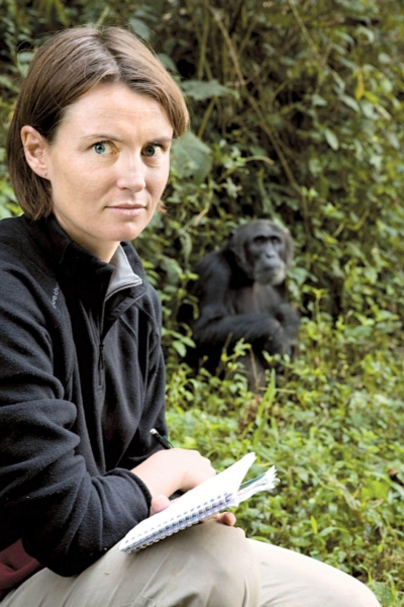« Il y a des plantes dont la surface est hérissée de petits poils, donc très rugueuse, que les chimpanzés vont avaler tout rond sans les mâcher. Ces feuilles attrapent au passage les parasites digestifs qui sont à la surface de la muqueuse intestinale et, du coup, en permettent l'expulsion », explique la chercheuse Sabrina Krief, qui est aussi maître de conférences au Muséum national d'histoire naturelle de Paris.