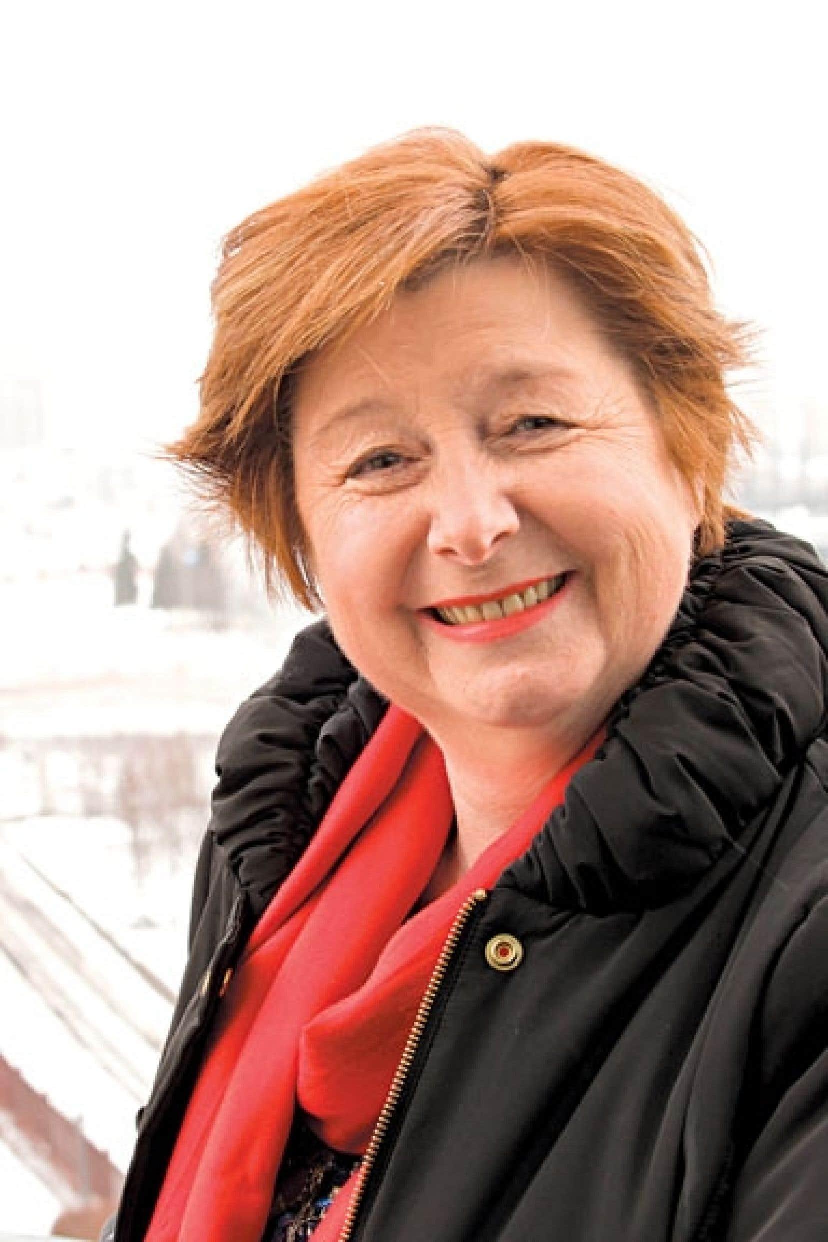 Francine Lelièvre est historienne de formation et passionnée par l'histoire.