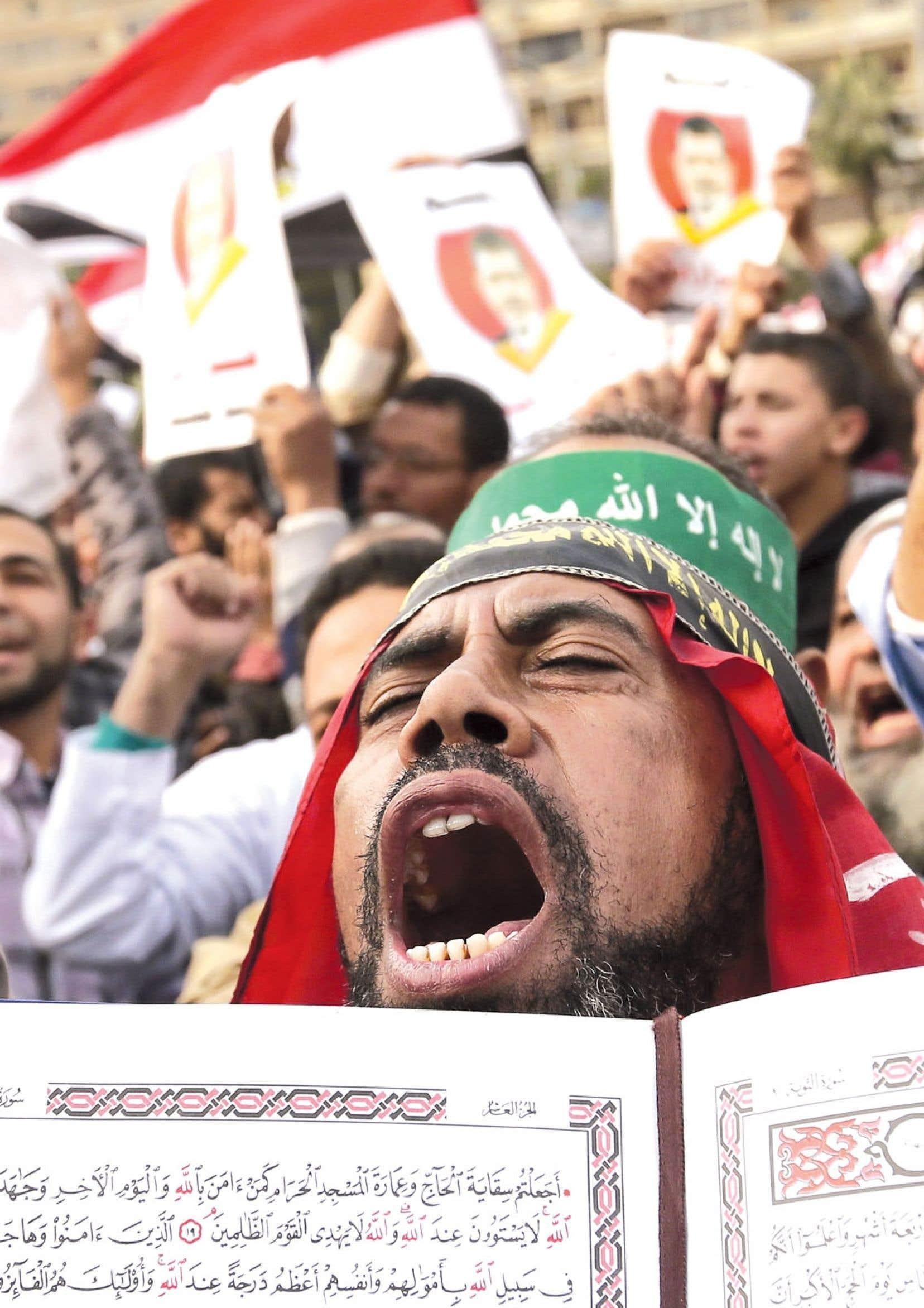Des partisans de Mohamed Morsi et des Frères musulmans ont manifesté dans les rues du Caire.