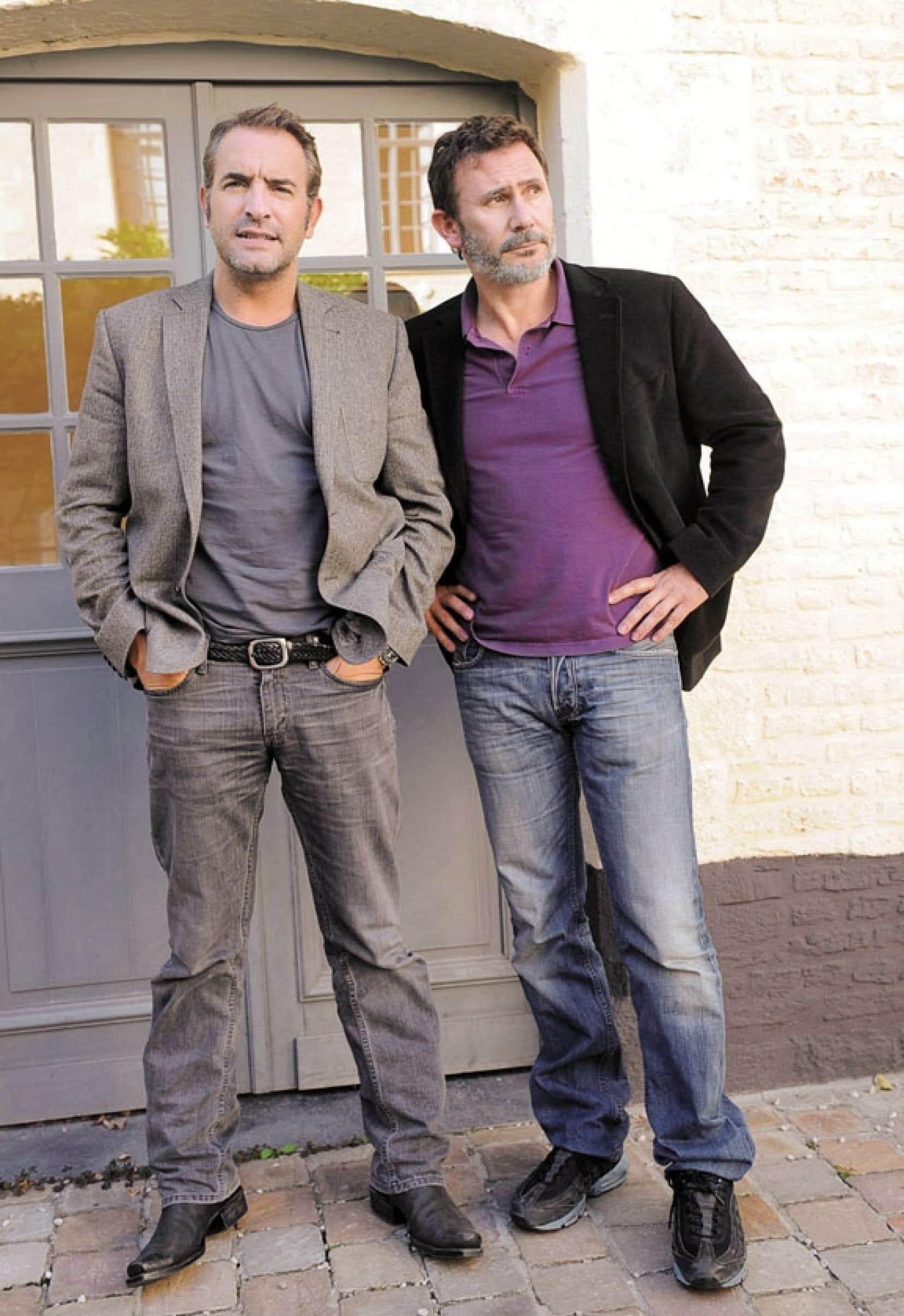 Le président de la Société civile des auteurs, réalisateurs et producteurs, le cinéaste Michel Hazanavicius (à droite), en compagnie d'une grosse pointure du cinéma français, Jean Dujardin, se prononce sur les salaires des stars hexagonales.