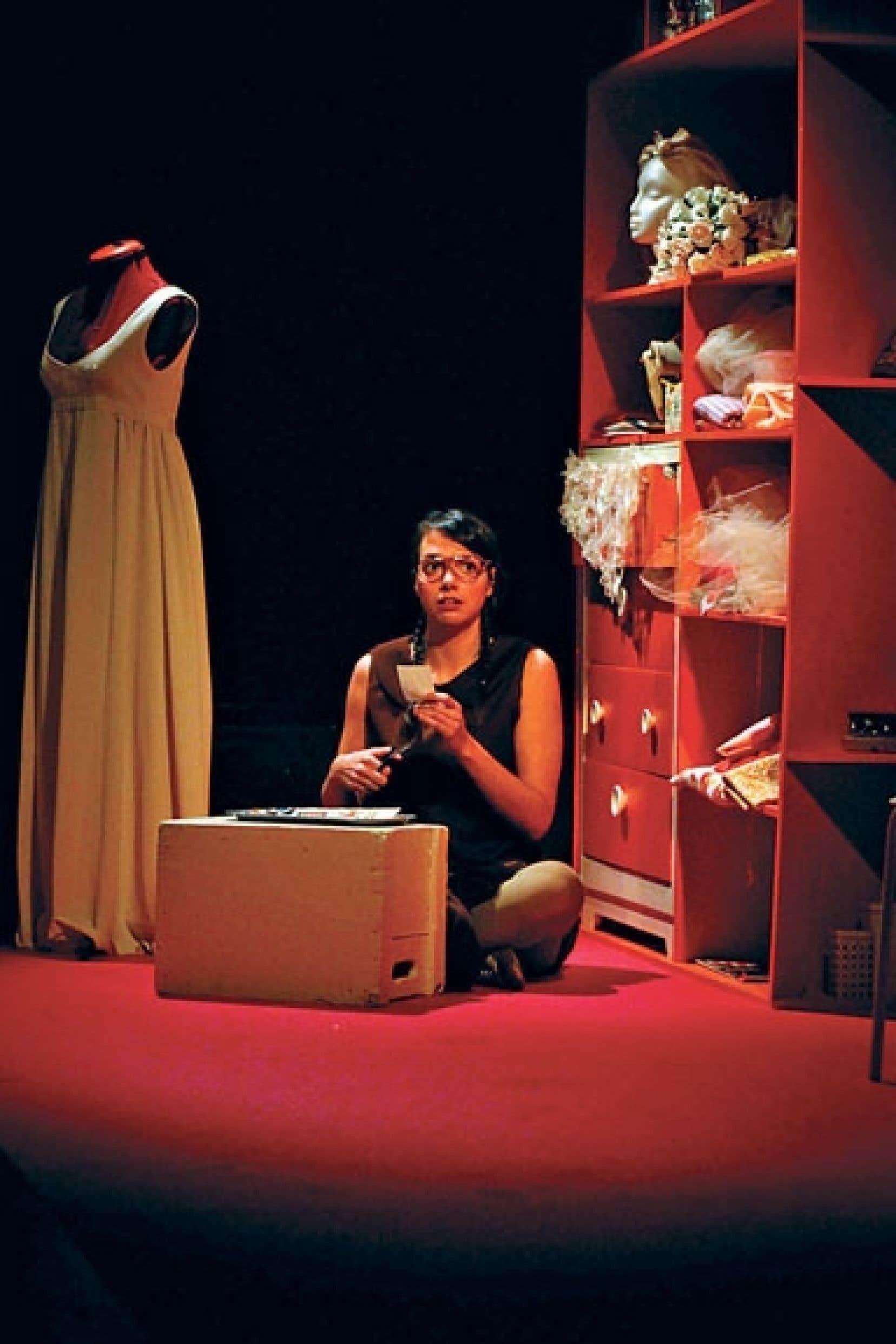 <div> Charme raconte le rapport à la féminitude à travers quatre femmes de diverses époques.</div>