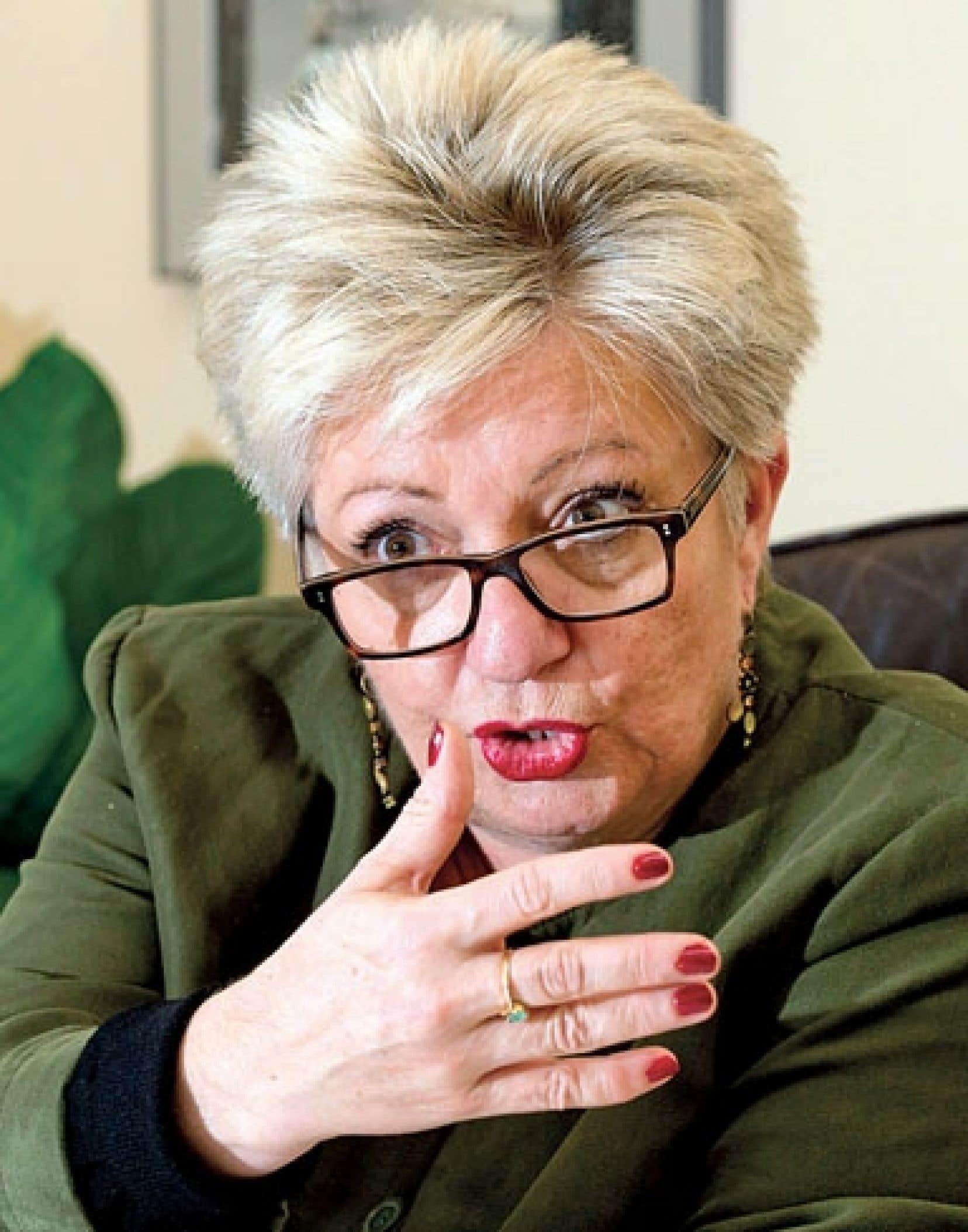 La ministre Diane De Courcy lance une série de mesures qui visent à faciliter l'intégration.