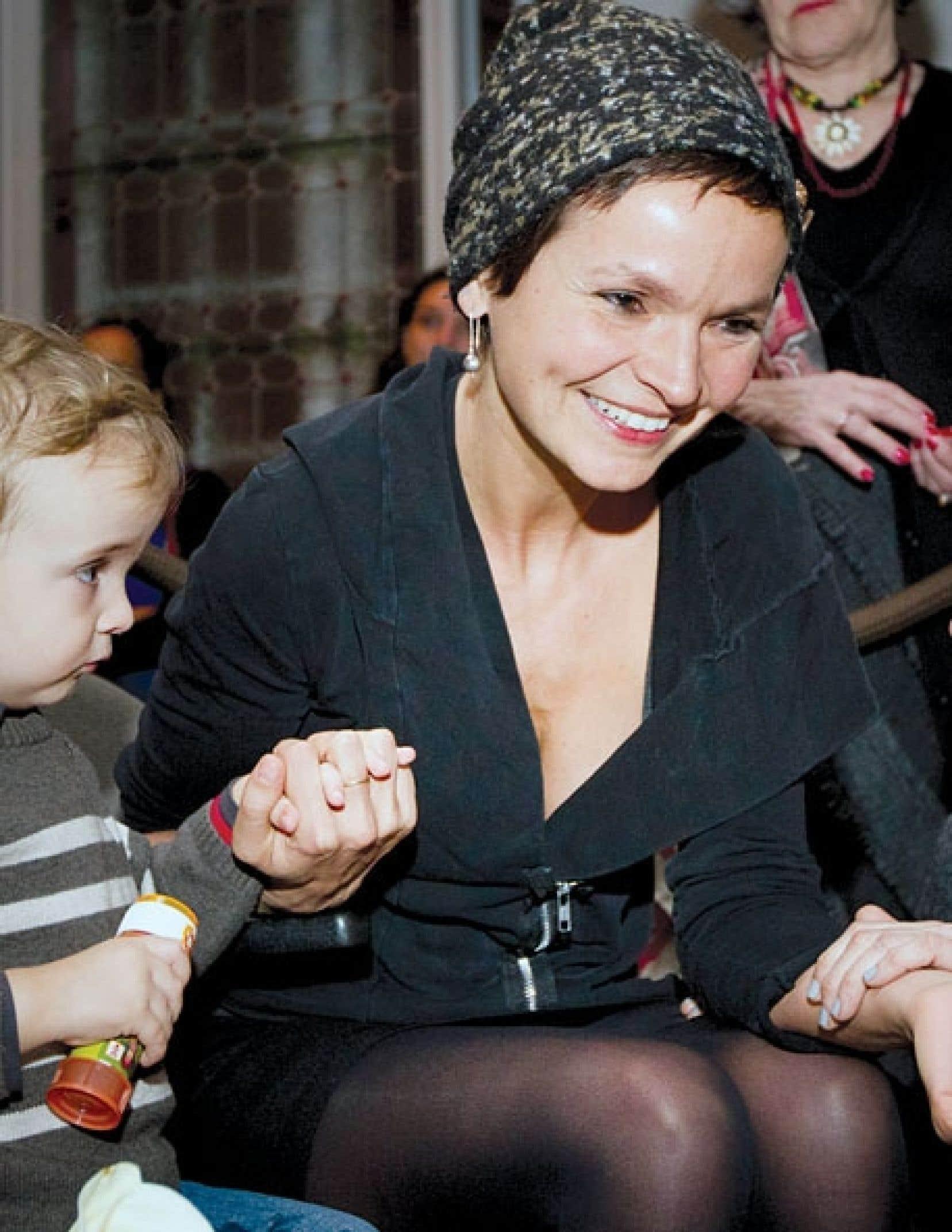 De retour de la Berlinale, l'auteure et cinéaste Anaïs Barbeau-Lavalette, accompagnée par son fils, a reçu jeudi le titre d'Artiste pour la paix de l'année 2012.