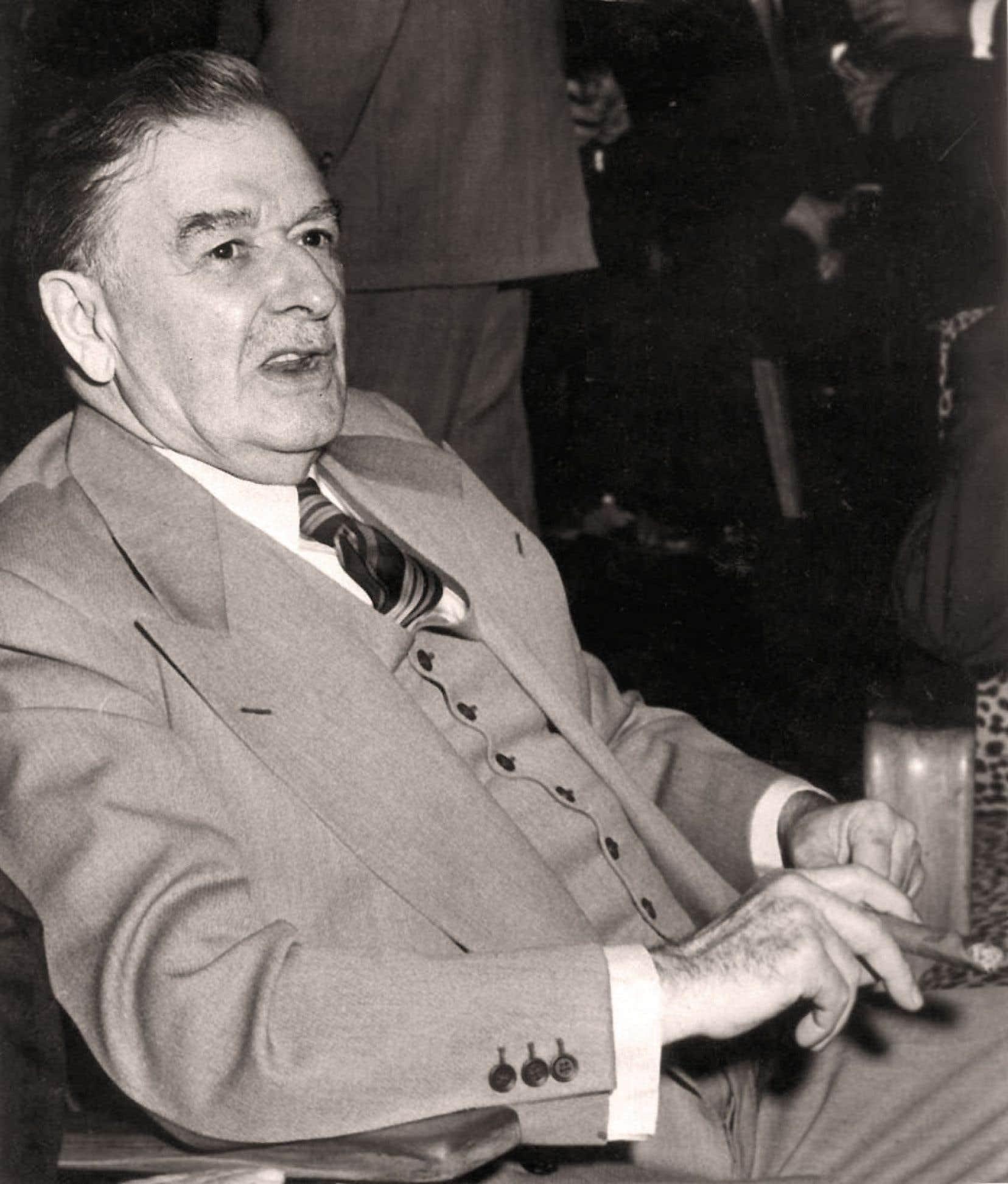 Maurice Duplessis condamnait la gratuité scolaire, qu'il qualifiait de « danger ». La FTQ est d'avis qu'il faut l'étudier en profondeur.