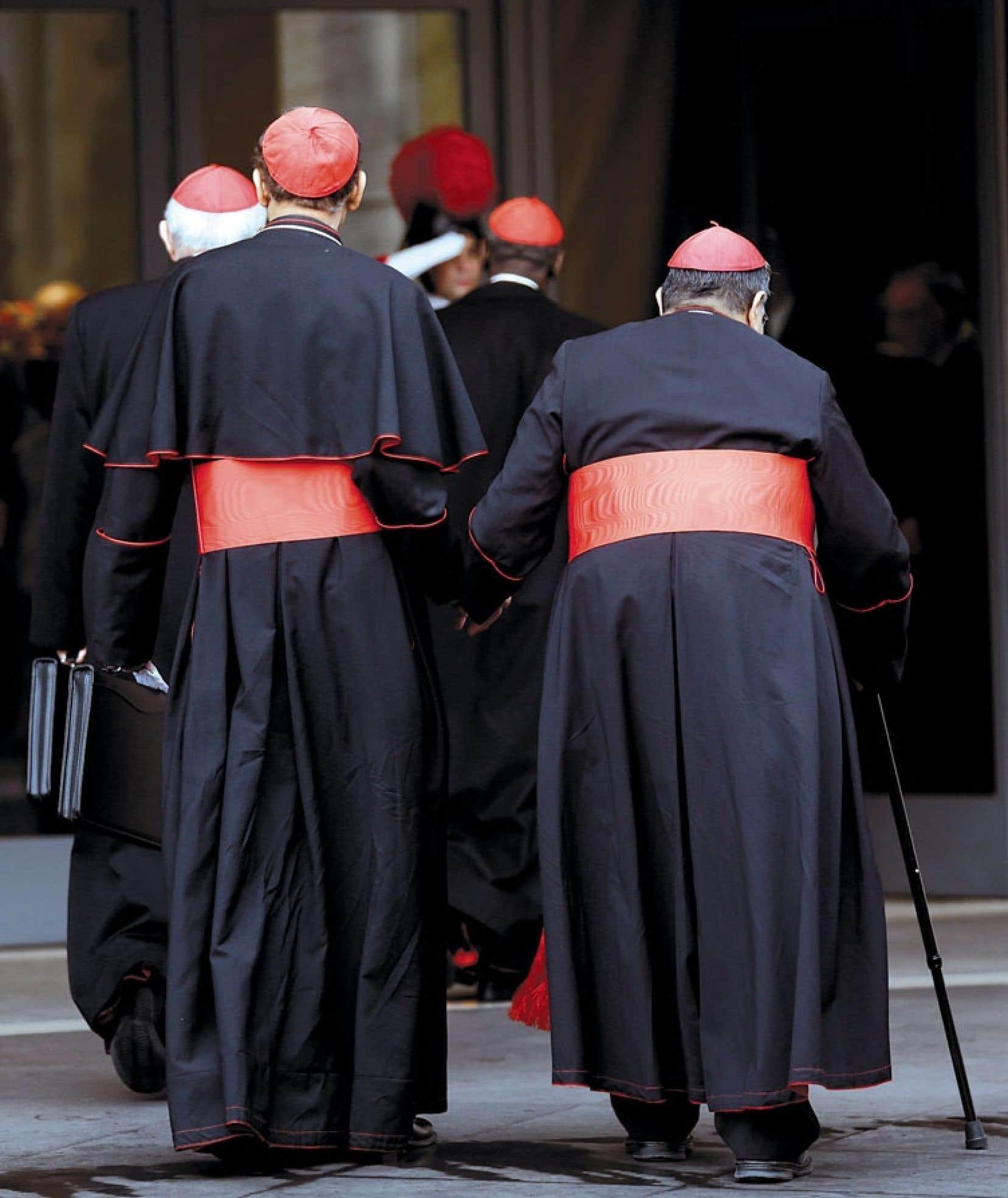Arrivée des cardinaux à la dernière congrégation générale tenue lundi matin avant l'ouverture, ce mardi, du conclave devant trouver un successeur à Benoît XVI.