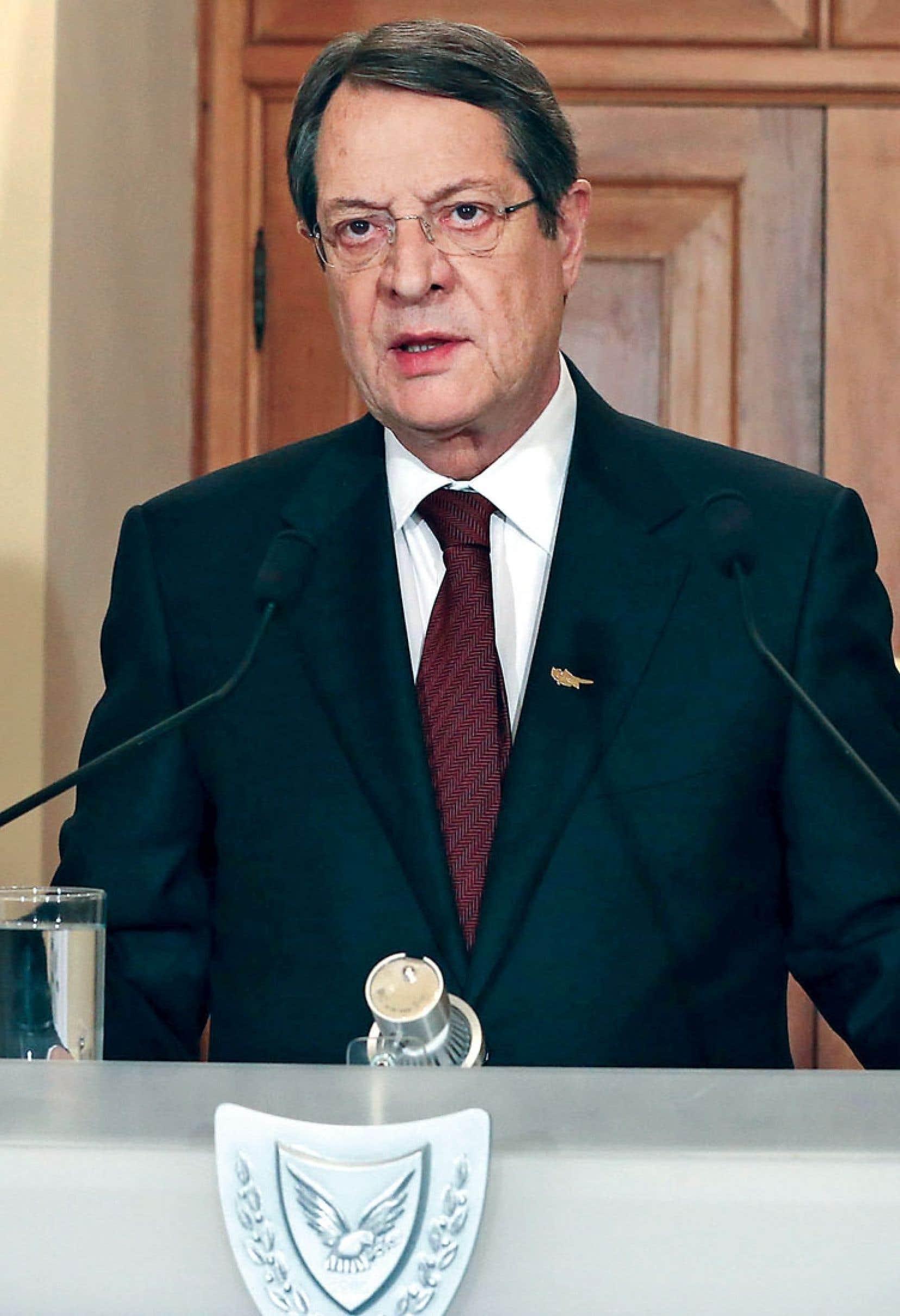 Le président de Chypre, Nicos Anastasiades, a conclu samedi un accord pour un plan de sauvetage prévoyant une taxe sur les comptes bancaires de tous les résidants de l'île, allant jusqu'à 9,9 %.