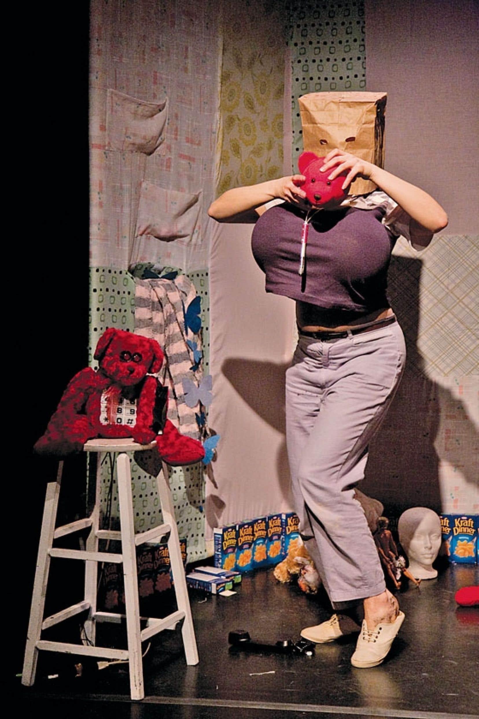 La pièce Gabie ausculte la vie d'une adulte-enfant, interprétée par la comédienne Caroline Gendron.