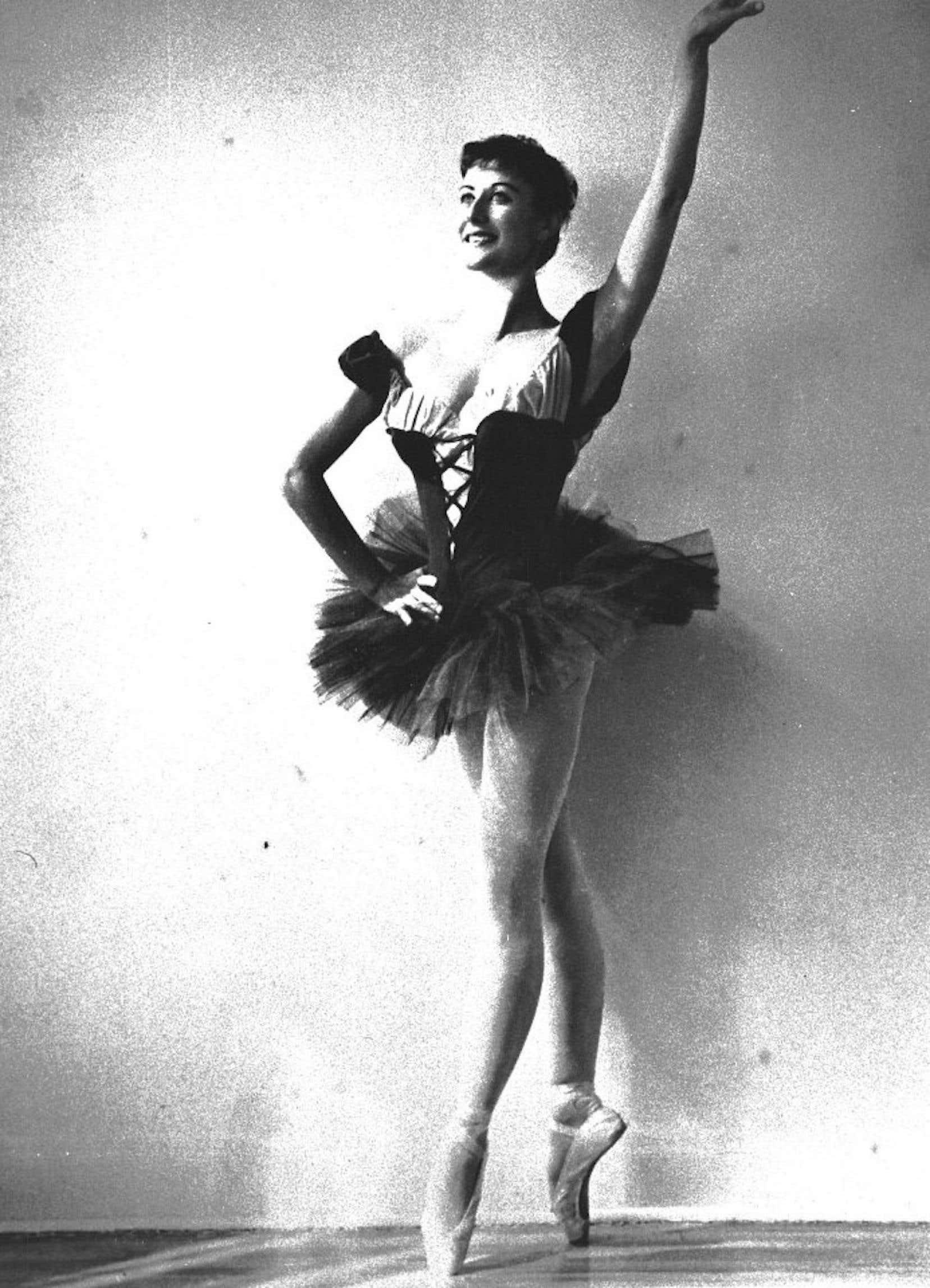 Dans les années 1950, Eva von Gencsy a incarné les grands classiques du ballet à la télévision de Radio-Canada tels Coppelia et Le lac des cygnes ainsi que les spectacles de variétés qui faisaient alors le beau temps du petit écran.
