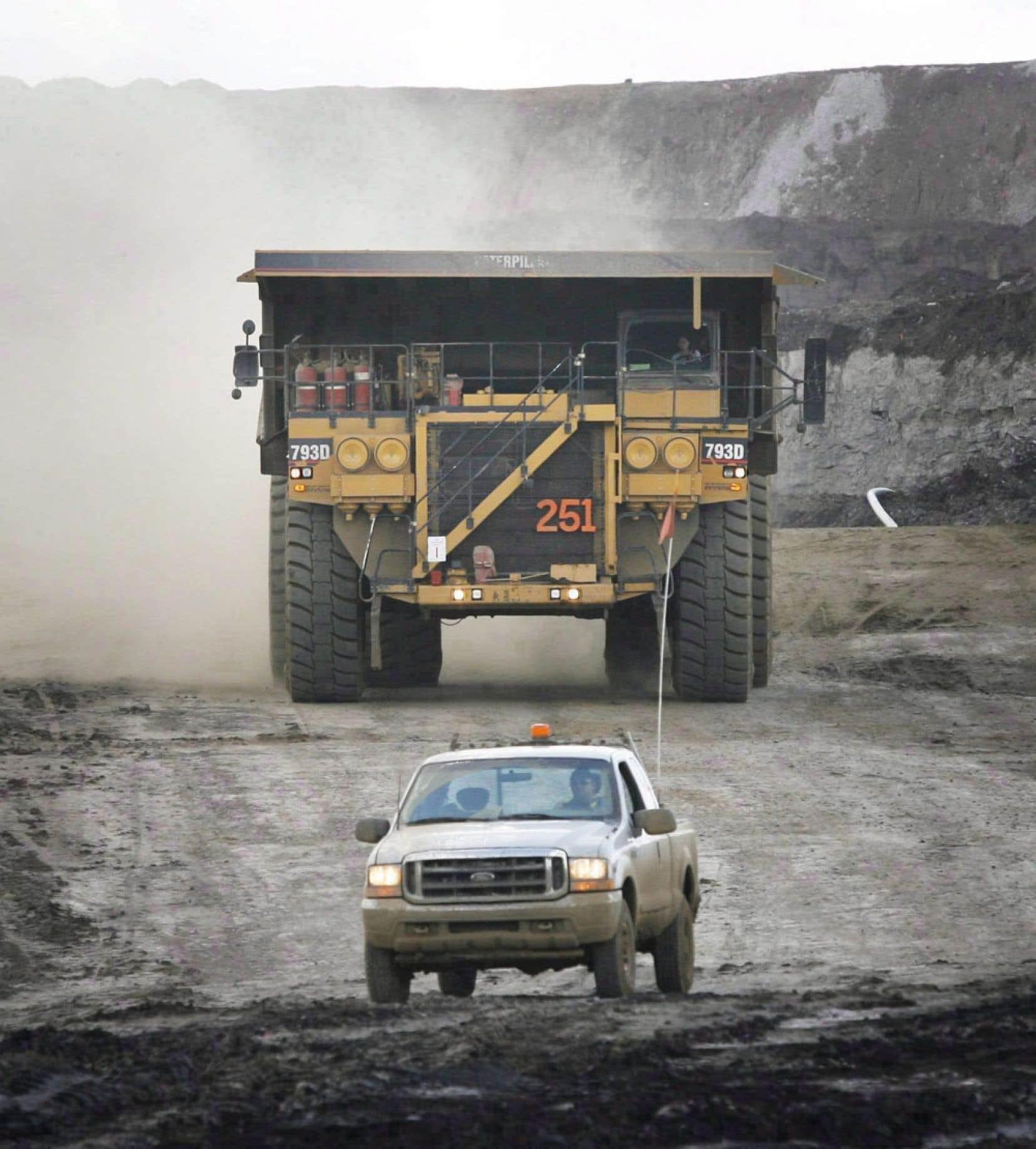 Selon le rapport soumis aux Nations unies, les sables bitumineux ont représenté 8 % de toutes les émissions canadiennes de GES en 2011. Cette industrie contribue donc plus à elle seule au dérèglement du climat que tout le parc automobile canadien.