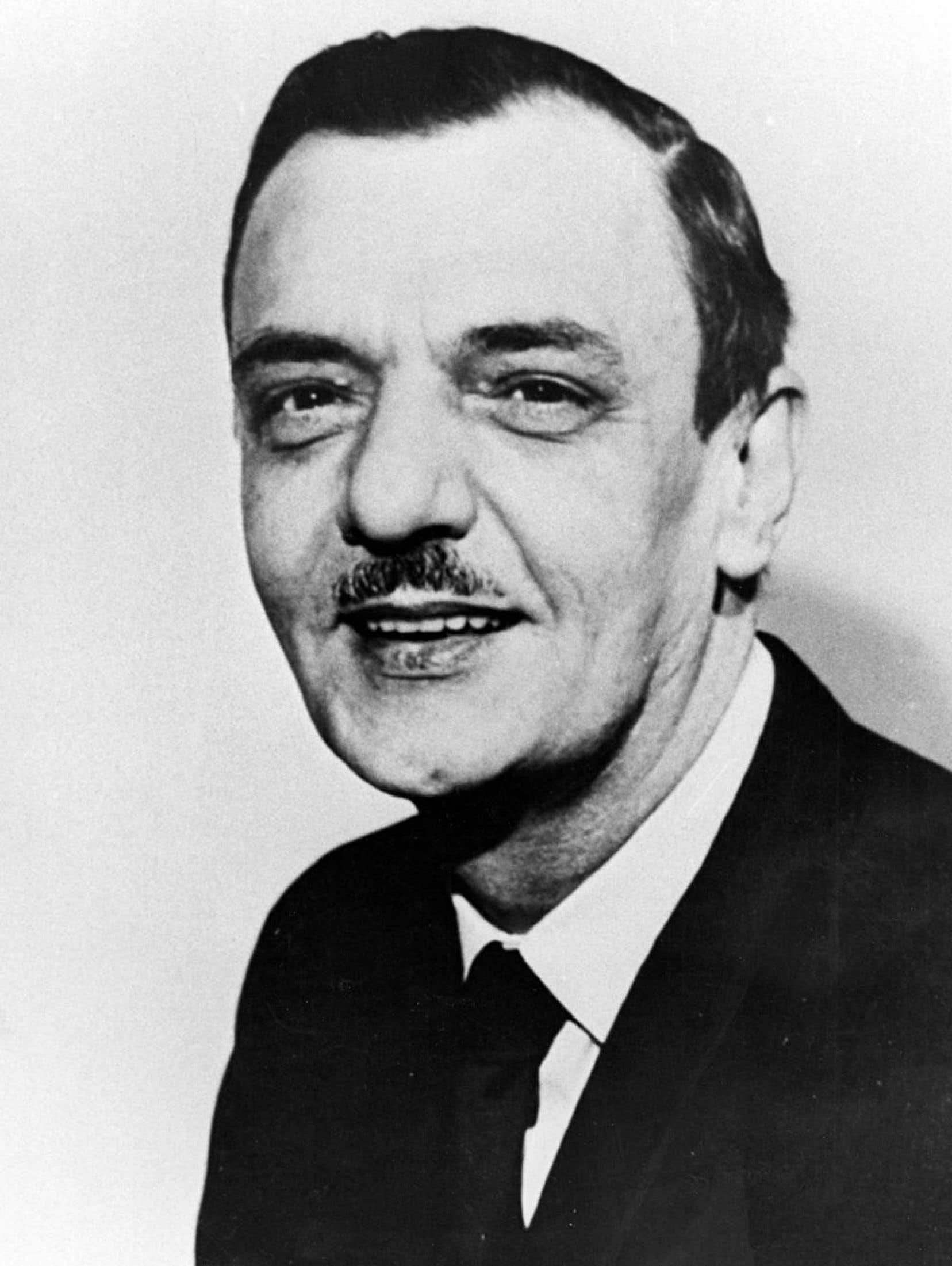 En 1963, André Laurendeau est chargé, avec Davidson Dunton, de présider une commission royale pour enquêter sur l'état du bilinguisme et du biculturalisme.
