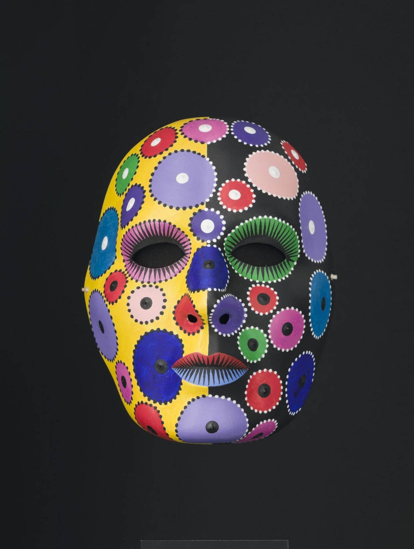 Alfred Pellan, Masque 44, 1971, acrylique sur masque de plastique 21,7 x 17 x 11 cm. Collection MNBAQ. Legs Madeleine Poliseno-Pelland.