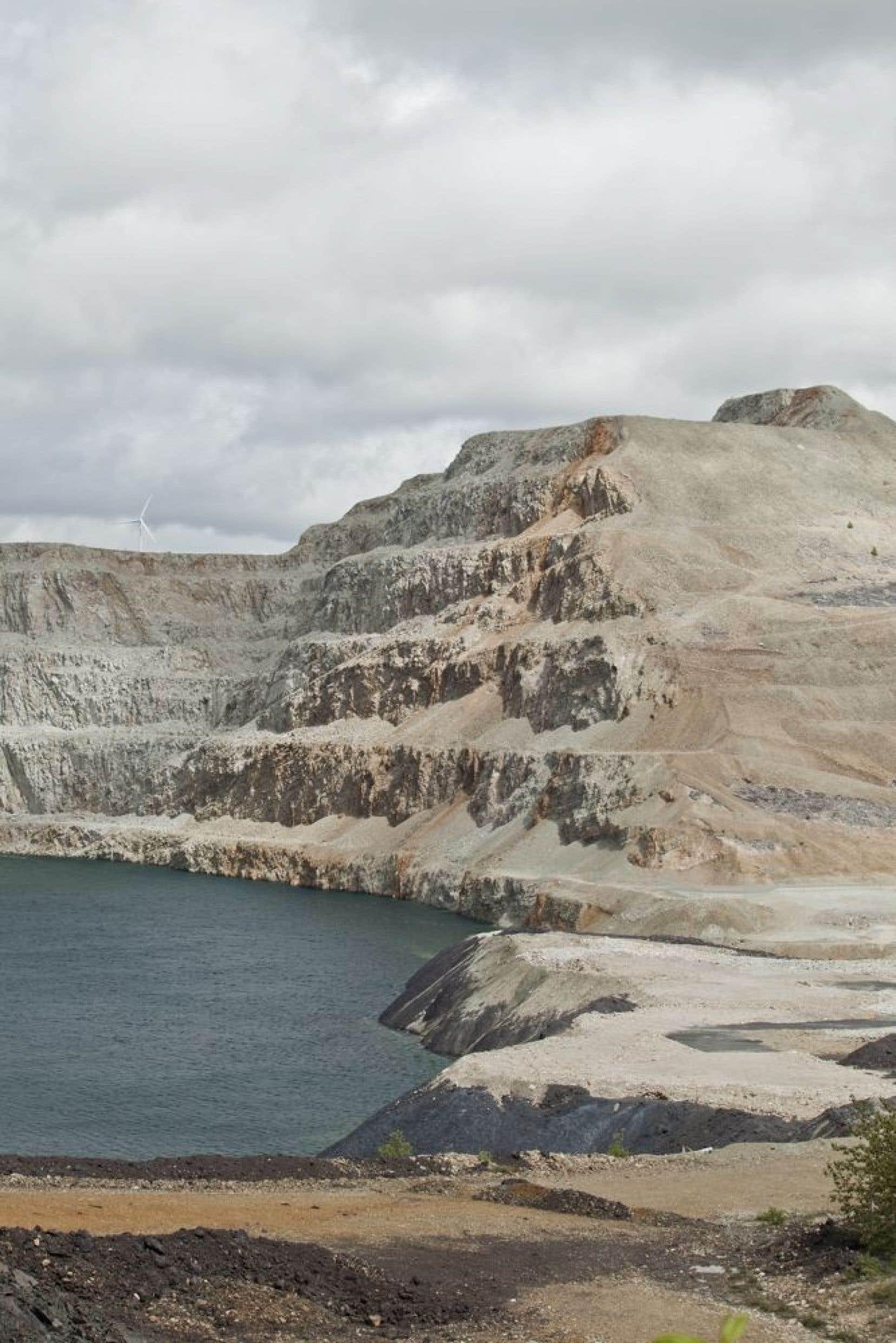 « La mine a vraiment teinté le paysage, en le brûlant, c'est vraiment cramé. »<br /> Louis Couturier et Jacky G. Lafargue, Temple (La beauté de la destruction), Mine de Murdochville.