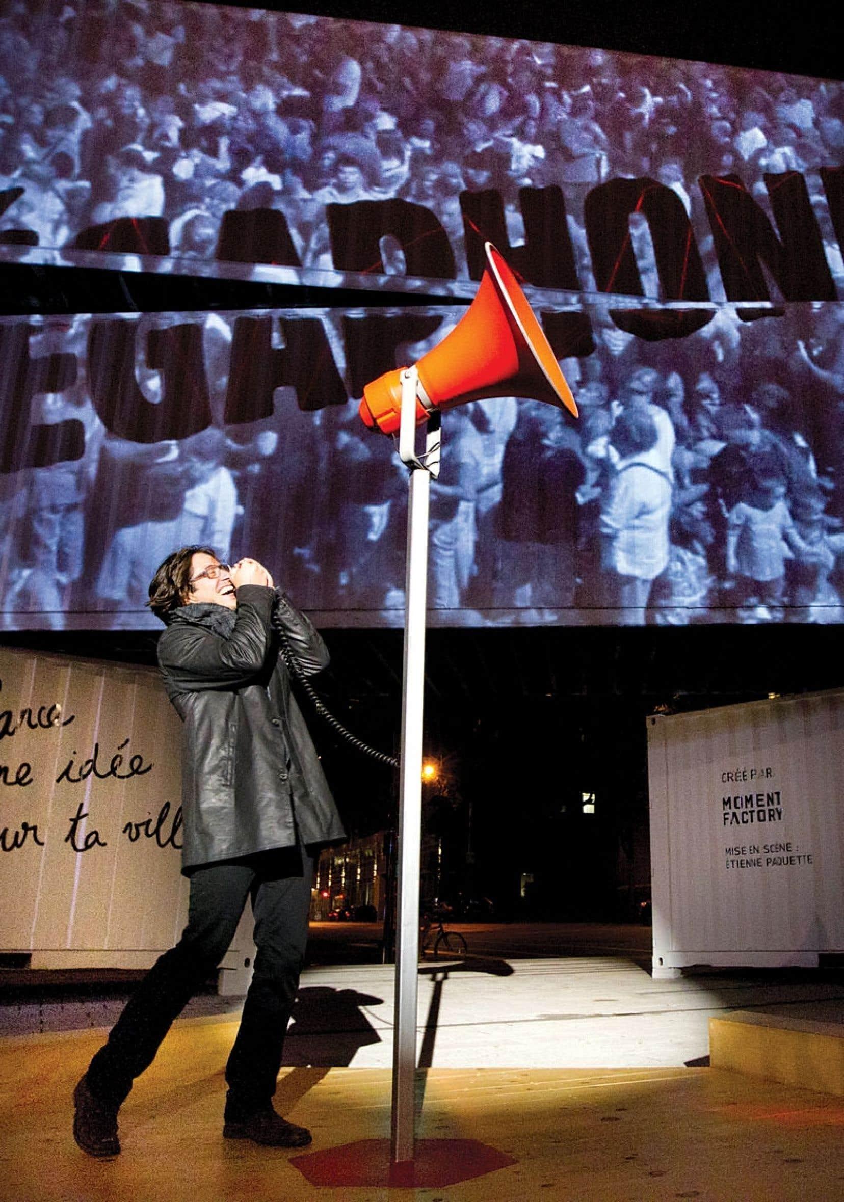 Pour Étienne Paquette, metteur en scène de Mégaphone, « entendre sa voix résonner au coin des rues Jeanne-Mance et Maisonneuve, c'est une très bonne façon de se responsabiliser ».