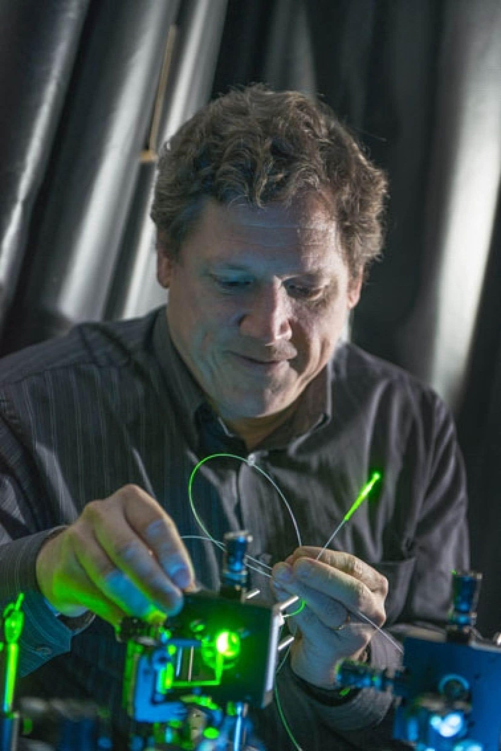 En tant que chercheur, l'objectif d'Yves de Koninck est d'essayer de comprendre comment l'information qui provient de notre corps est interprétée au niveau de la moelle épinière et du cerveau, pour ensuite être traduite sous forme de signal.