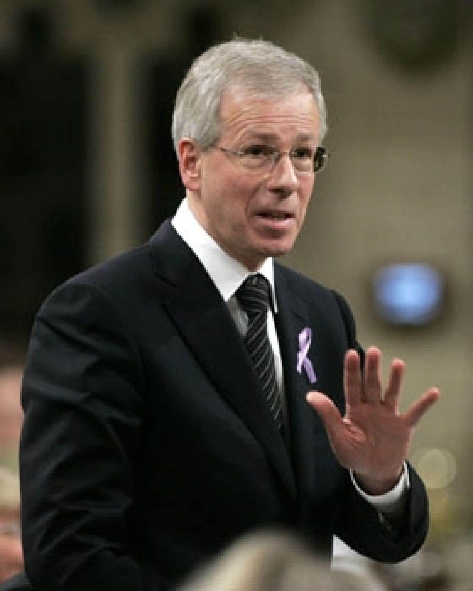 Depuis que le Tout-Ottawa se tient prêt à partir en campagne, la pression monte constamment sur Stéphane Dion pour qu'il fasse connaître tantôt son plan vert, tantôt une éventuelle proposition au Québec.