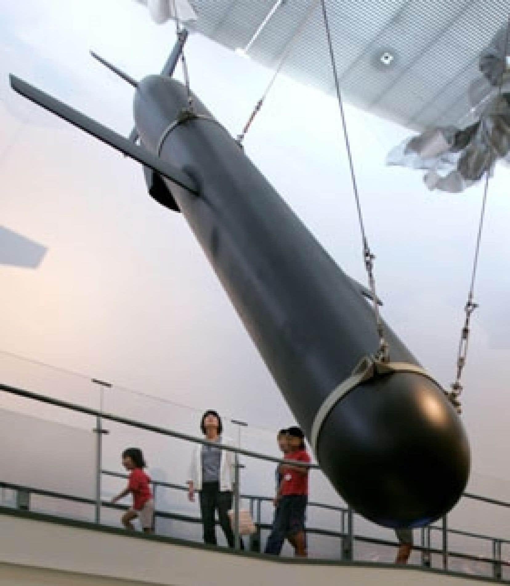 Malgré les réductions faites depuis vingt ans, les États-Unis et la Russie possèdent toujours, respectivement, 9900 et 16 000 ogives nucléaires.