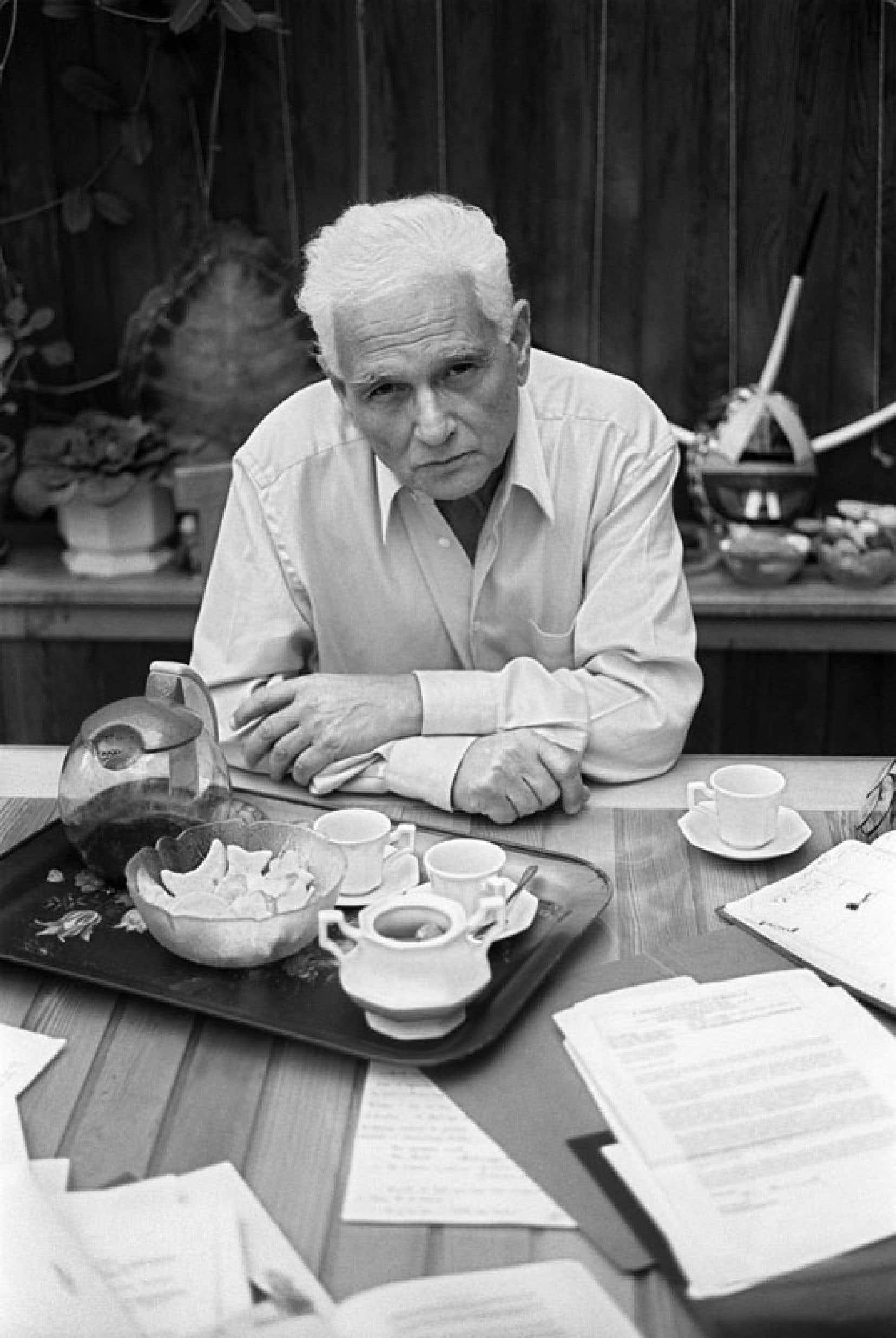 De Jacques Derrida, on pourra lire un cours sur Heidegger et ses écrits sur l'art.