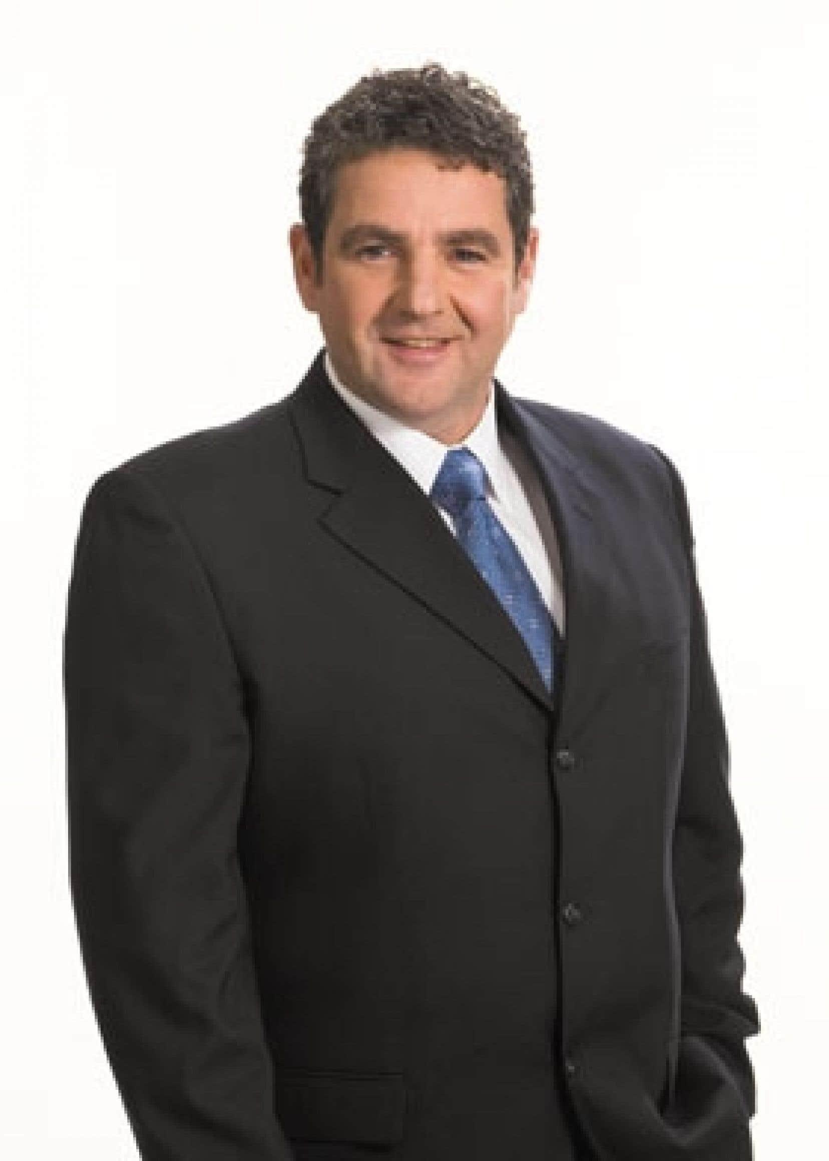 Comme plusieurs de ses nouveaux collègues, François Benjamin, un postier rural qui se double d'un ancien boucher, fera ses classes à l'Assemblée nationale lorsque Jean Charest convoquera les députés.
