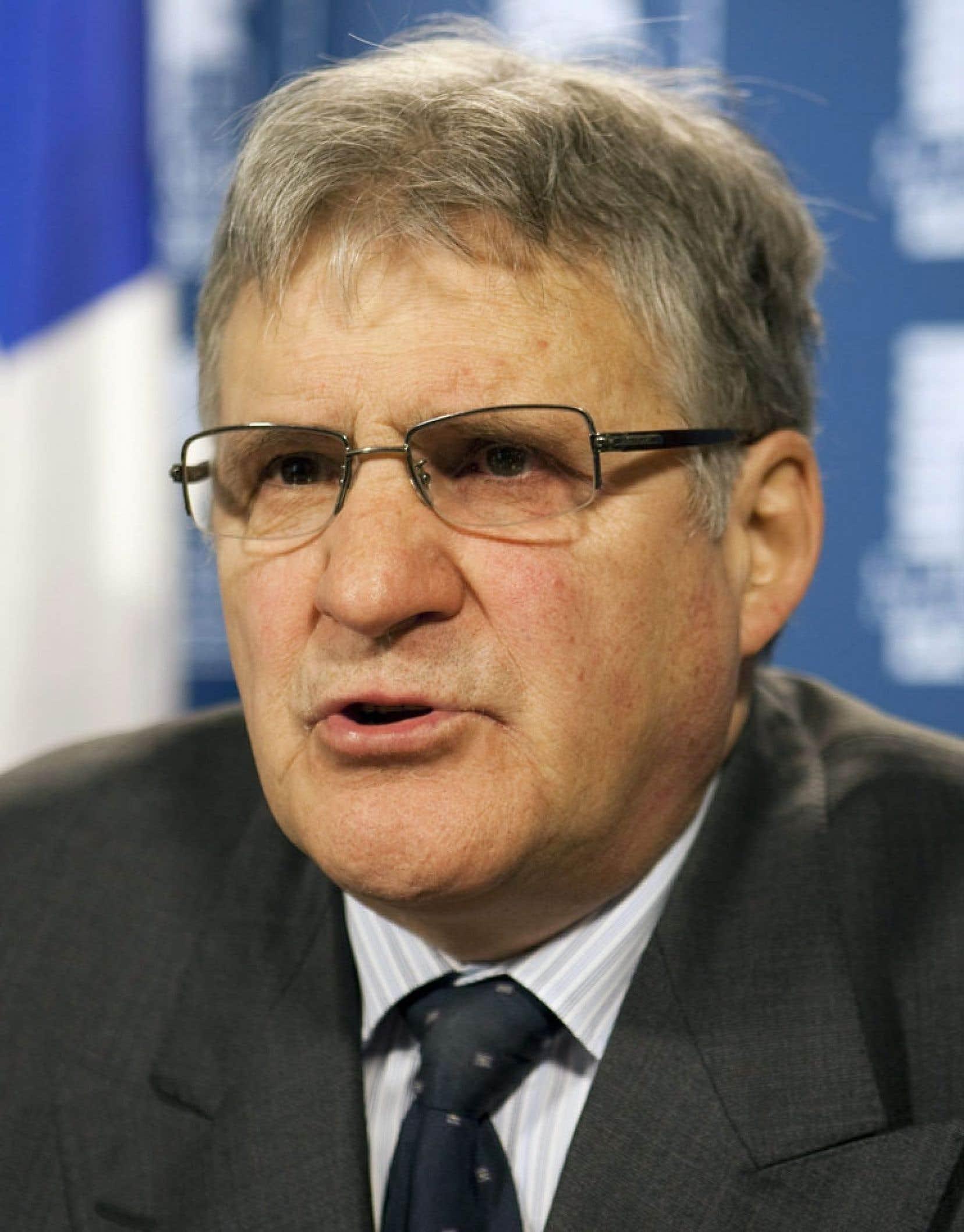 L'ex-ministre de la Justice Paul Bégin dénonce la tendance de Lucien Bouchard à faire de la laïcité un vœu pieux.