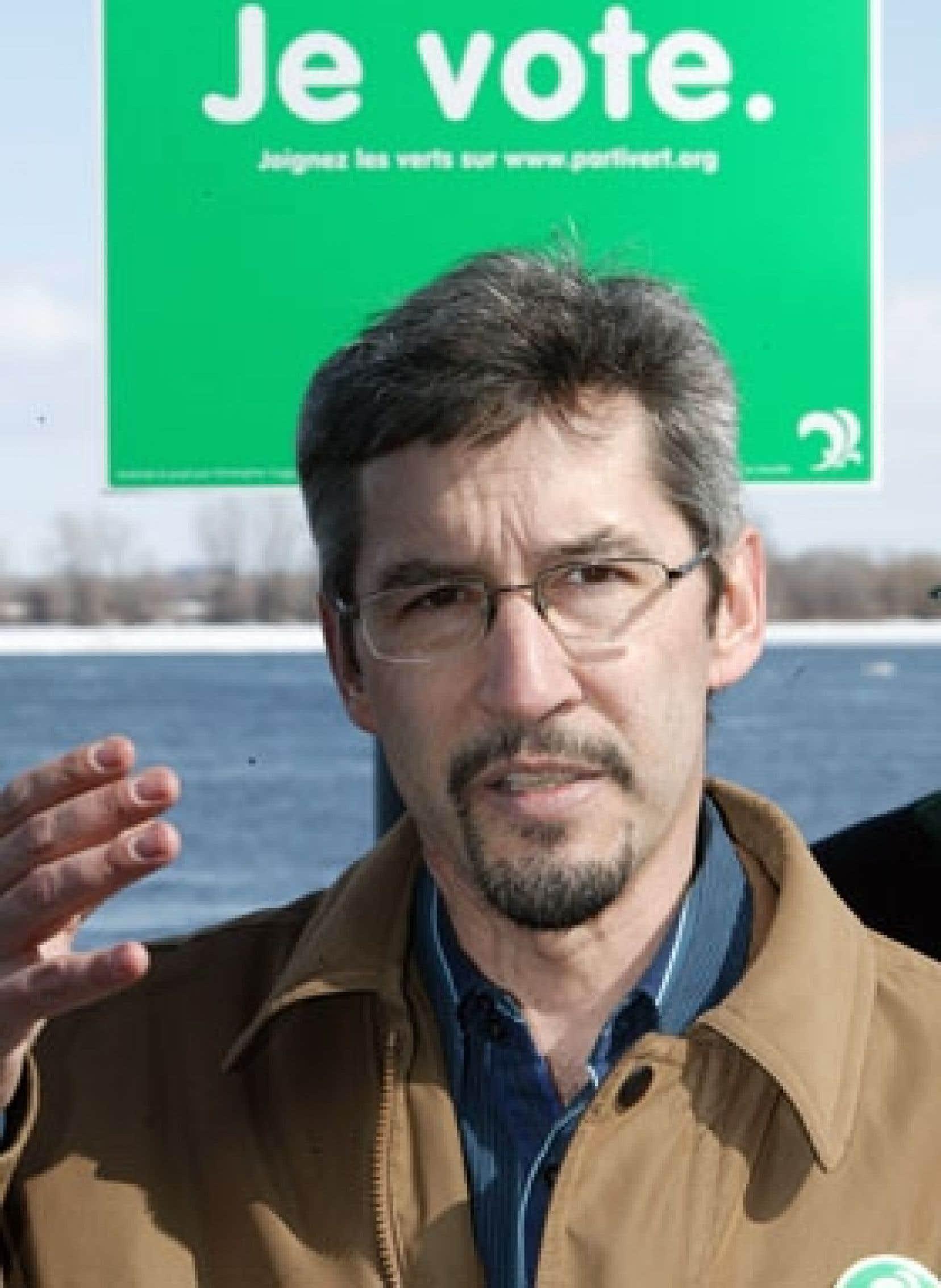 Le chef du Parti vert du Québec, Scott McKay, a profité de sa présence hier à la promenade Bellerive, sur les berges du fleuve, pour promouvoir un projet de «ceinture verte» autour de l'île de Montréal.