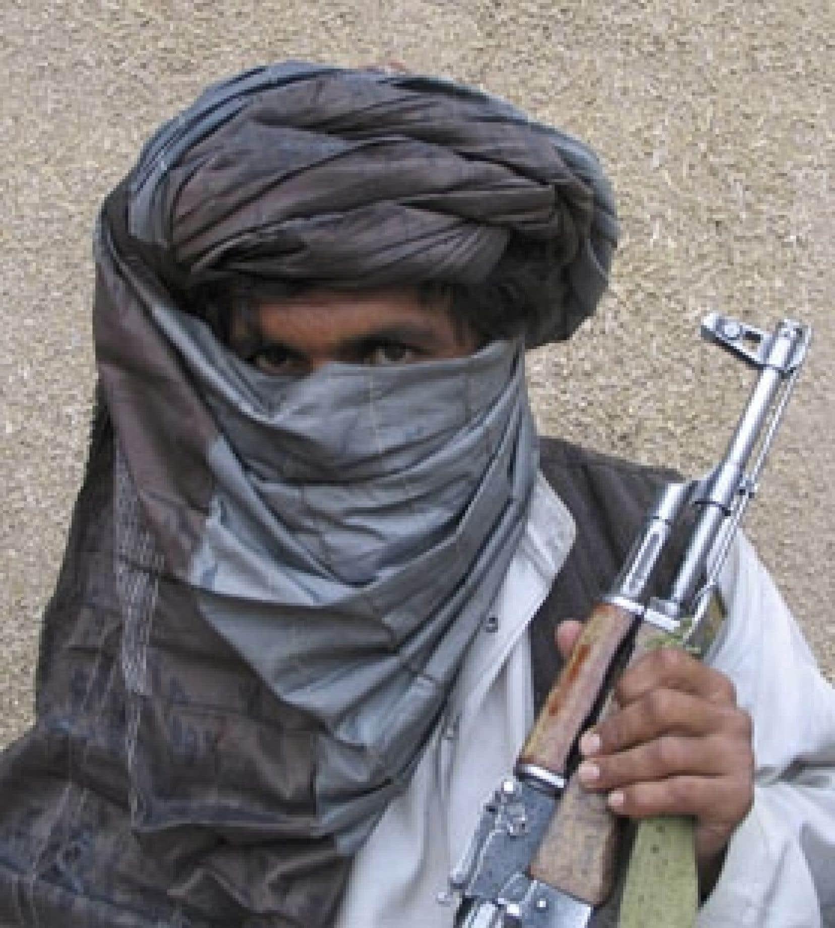 Le mollah Khan a été photographié dans une base secrète située dans le sud de l'Afghanistan.