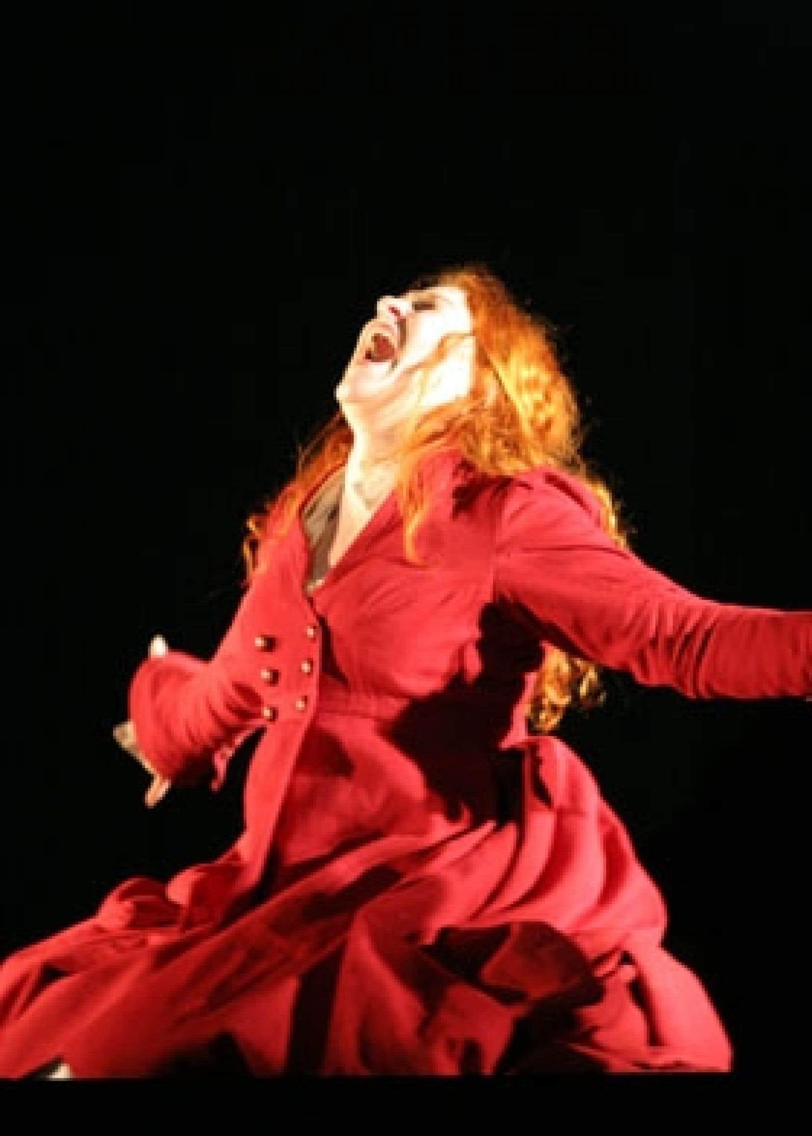 Lorraine Côté, magnifique dans le rôle de Phèdre, incarne avec justesse et passion cette reine à la fois victime de ses pulsions et coupable du malheur qui s'abat près d'elle. Photo: Jean-François Landry