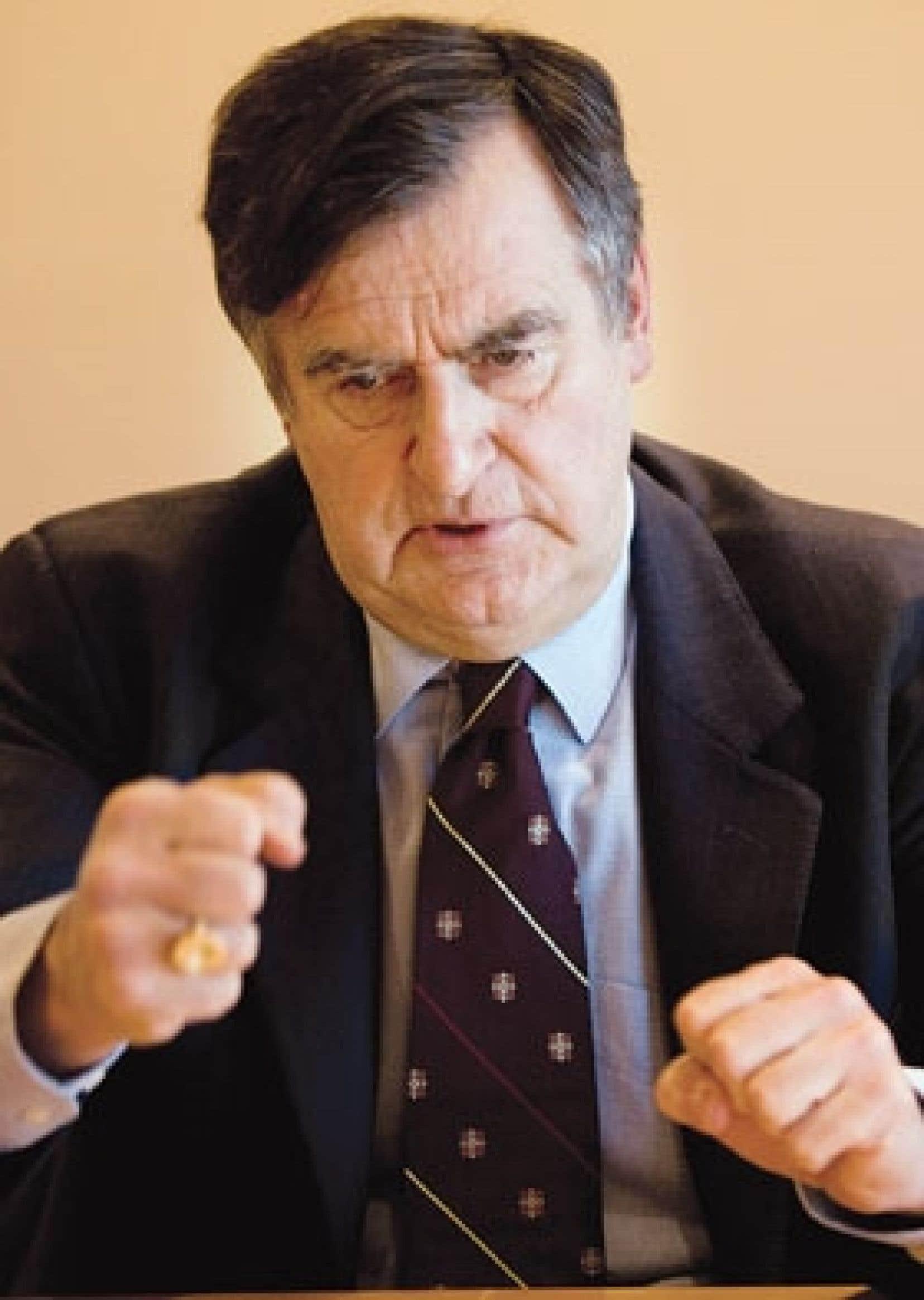 Lucien Bouchard paraissait fatigué, très déçu et surtout incapable de laisser entrevoir une lueur d'espoir quant à la possibilité d'une reprise des négociations, ce qui ne l'empêche pas de répondre aux appels téléphoniques du conciliateu