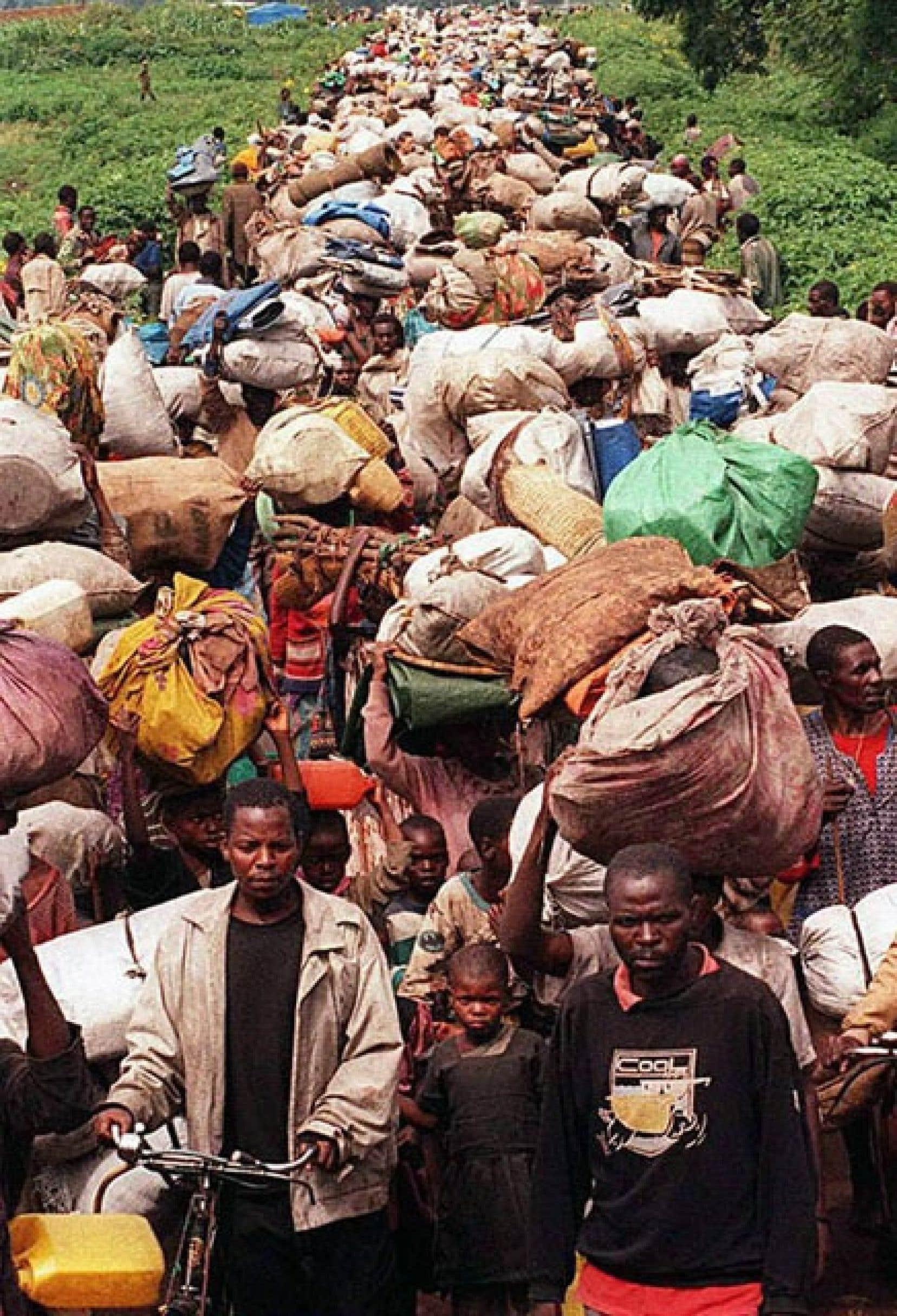 Des dizaines de milliers de réfugiés rwandais ont fui les camps du Zaïre.
