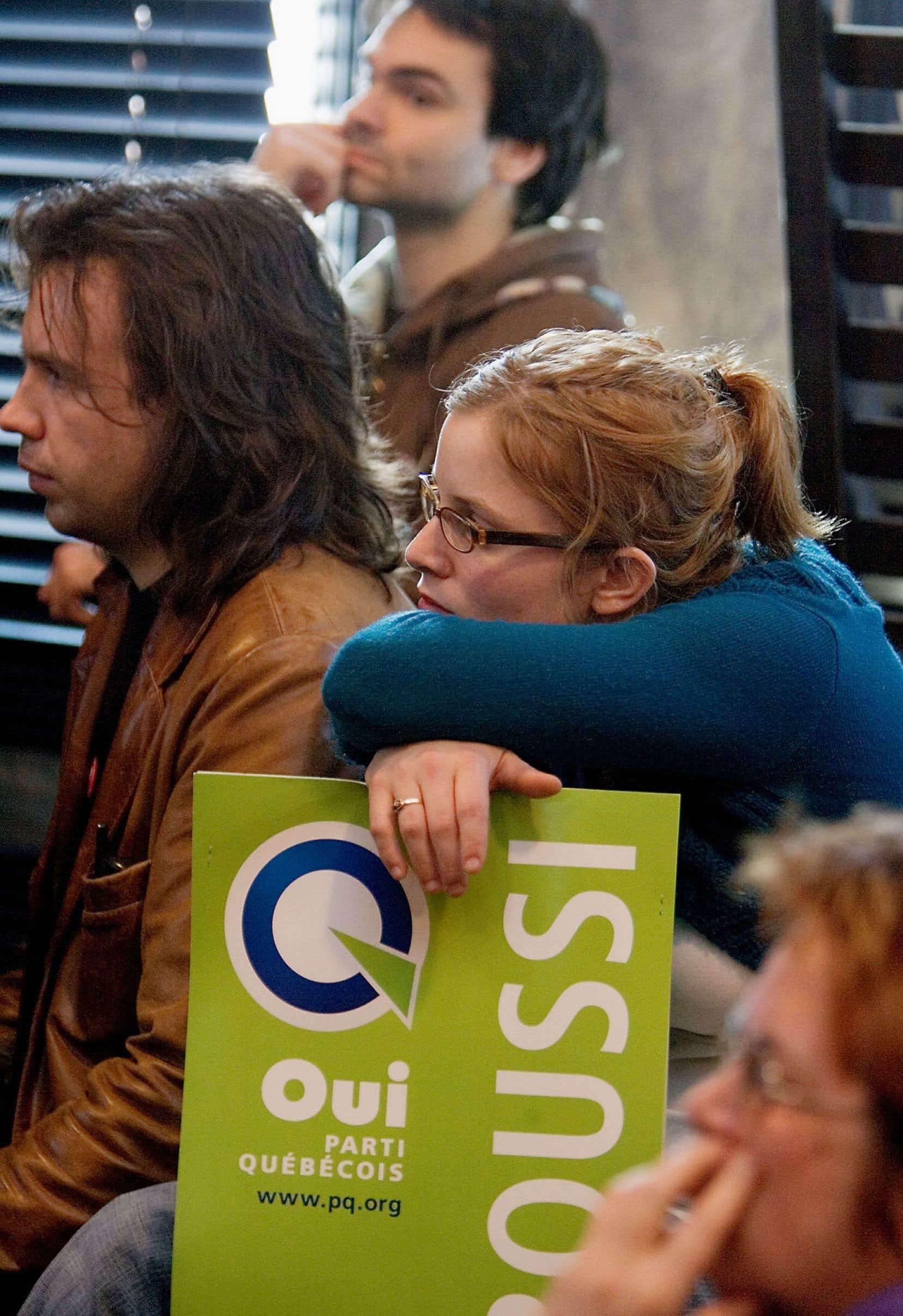 Le 26 mars 2007, le Parti québécois connaît une défaite historique en devenant le troisième parti d'opposition à l'Assemblée nationale.