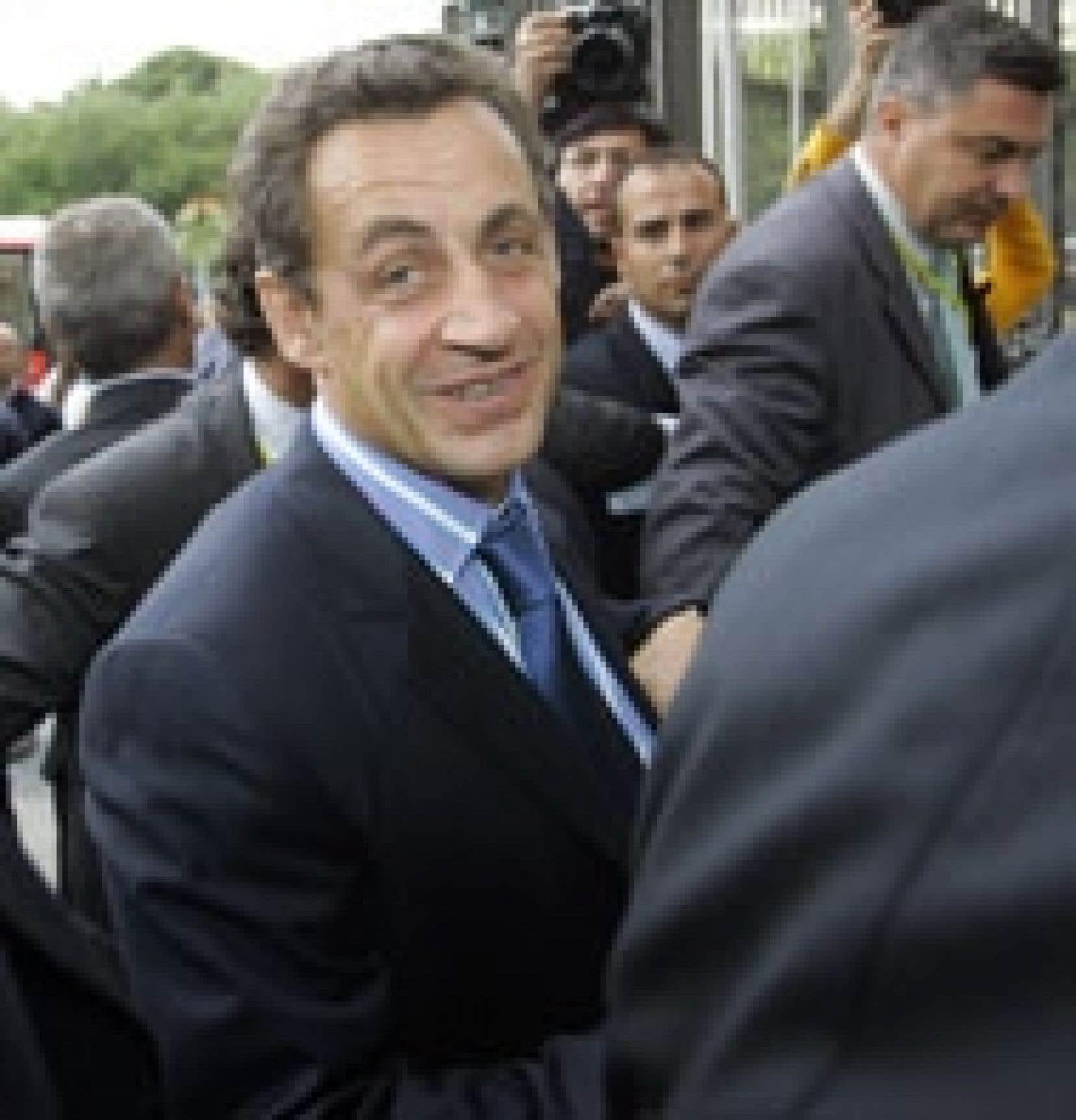 Le ministre français de l'Intérieur, Nicolas Sarkozy, a prôné hier, lors d'une conférence à Madrid, une politique plus ferme à l'égard des immigrants illégaux.