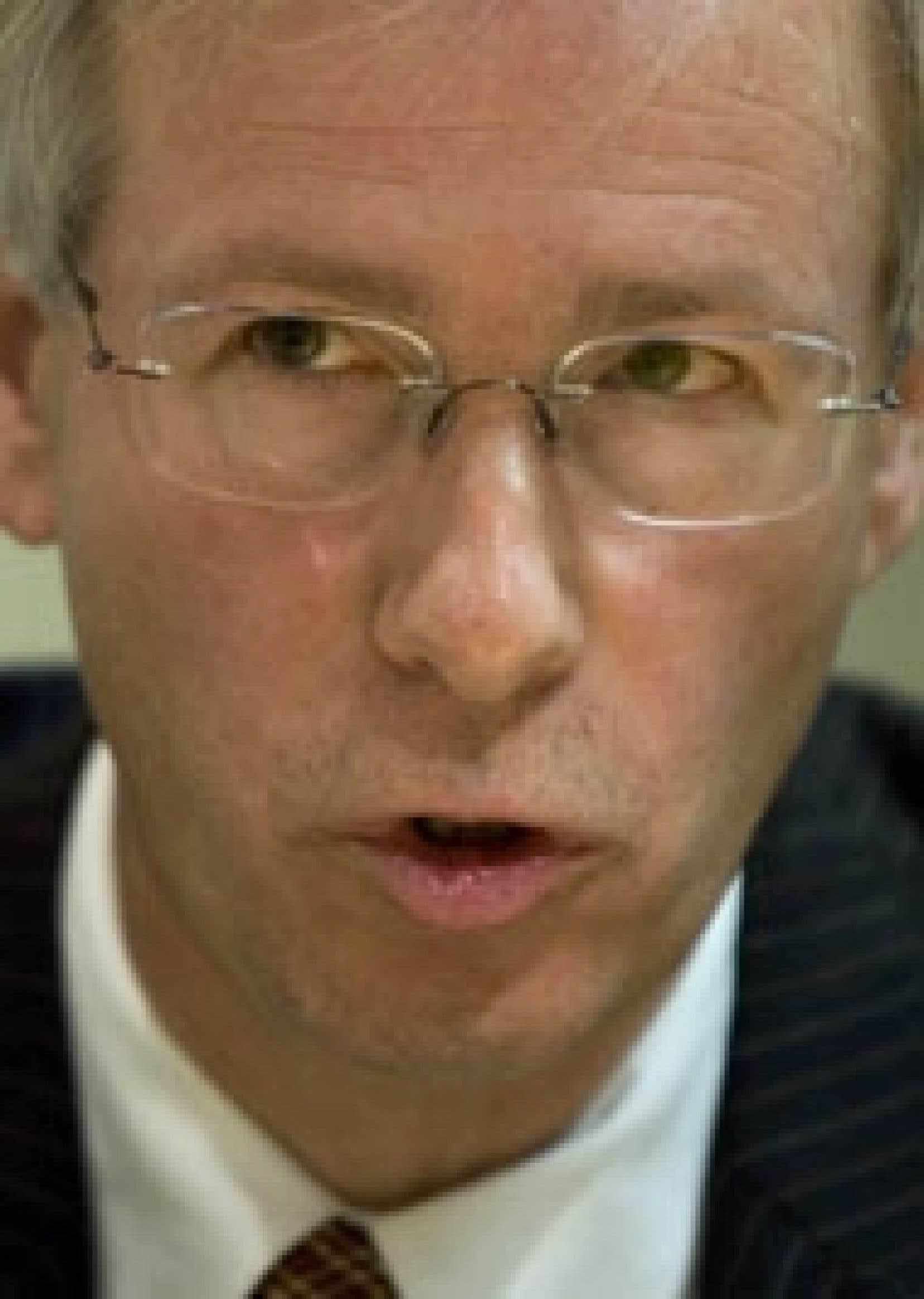 Au cours d'un entretien qu'il a accordé au Devoir hier, Stéphane Dion a dit estimer qu'il ferait un chef et un premier ministre plus réaliste et plus prudent que Michael Ignatieff.