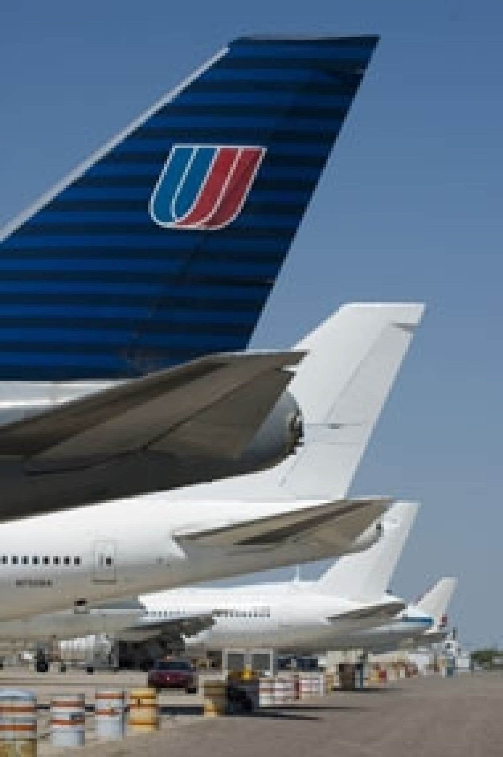 Aux États-Unis, les compagnies aériennes traditionnelles, comme United Airlines, ont renoué avec les profits cette année. Elles bénéficient des retombées de leur restructuration qui leur permettent de mieux concurrencer les transporteurs au rabais