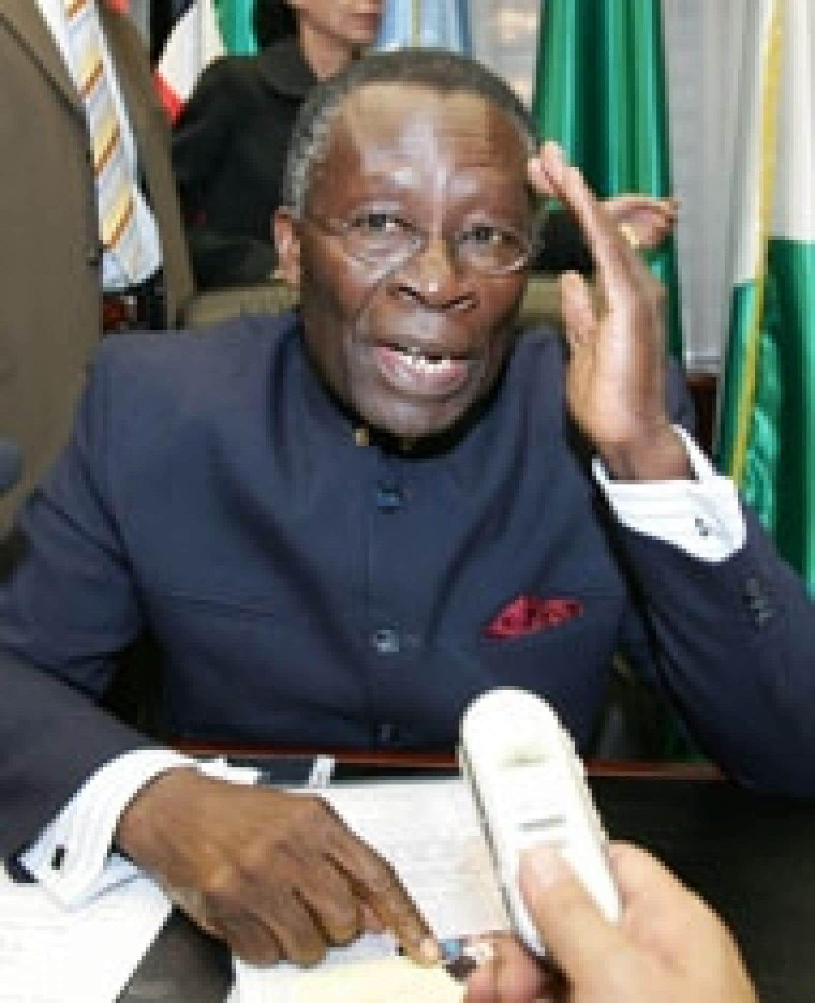 Selon le porte-parole de l'OPEP, les pays membres maintiennent qu'ils ne baissent pas la garde, et le président en exercice, le Nigérian Edmund Daukoru, est constamment «en consultations avec les autres ministres».