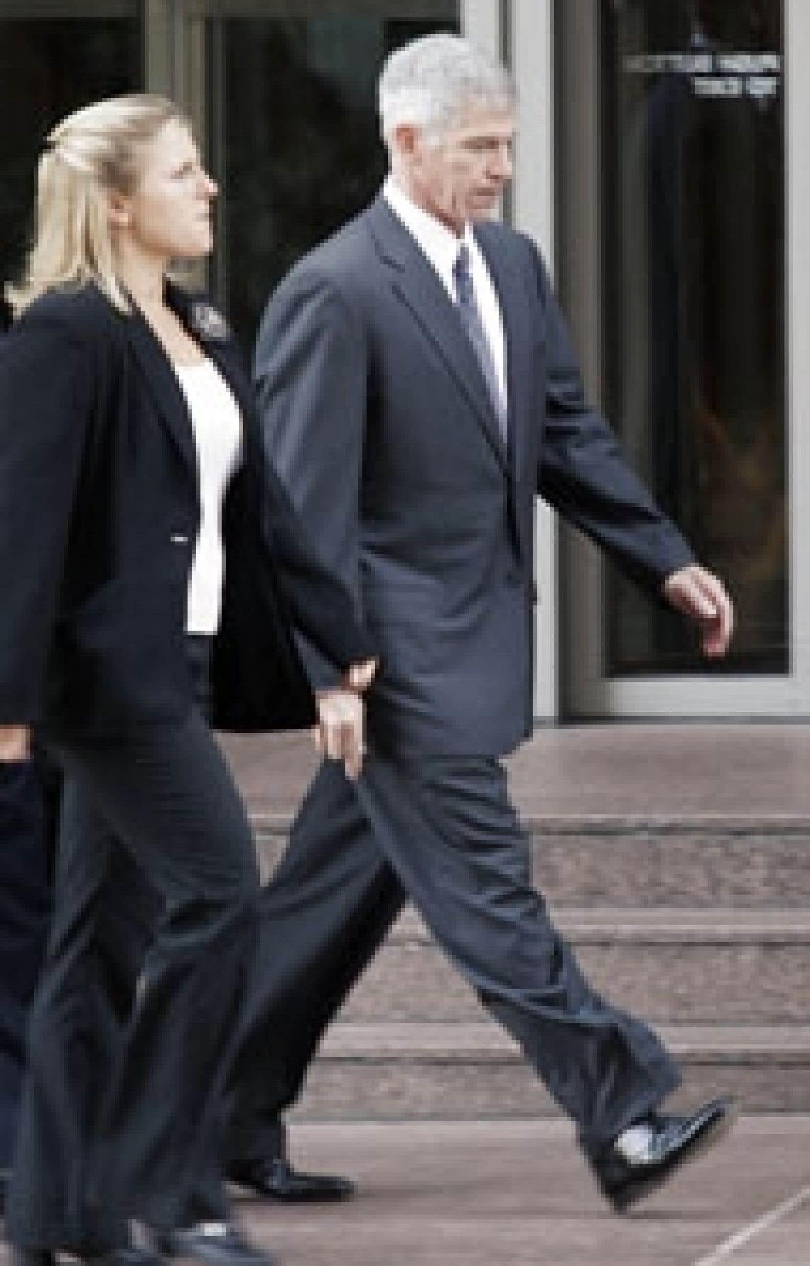 Andrew Fastow, d'Enron, est arrivé au palais de justice en homme libre...