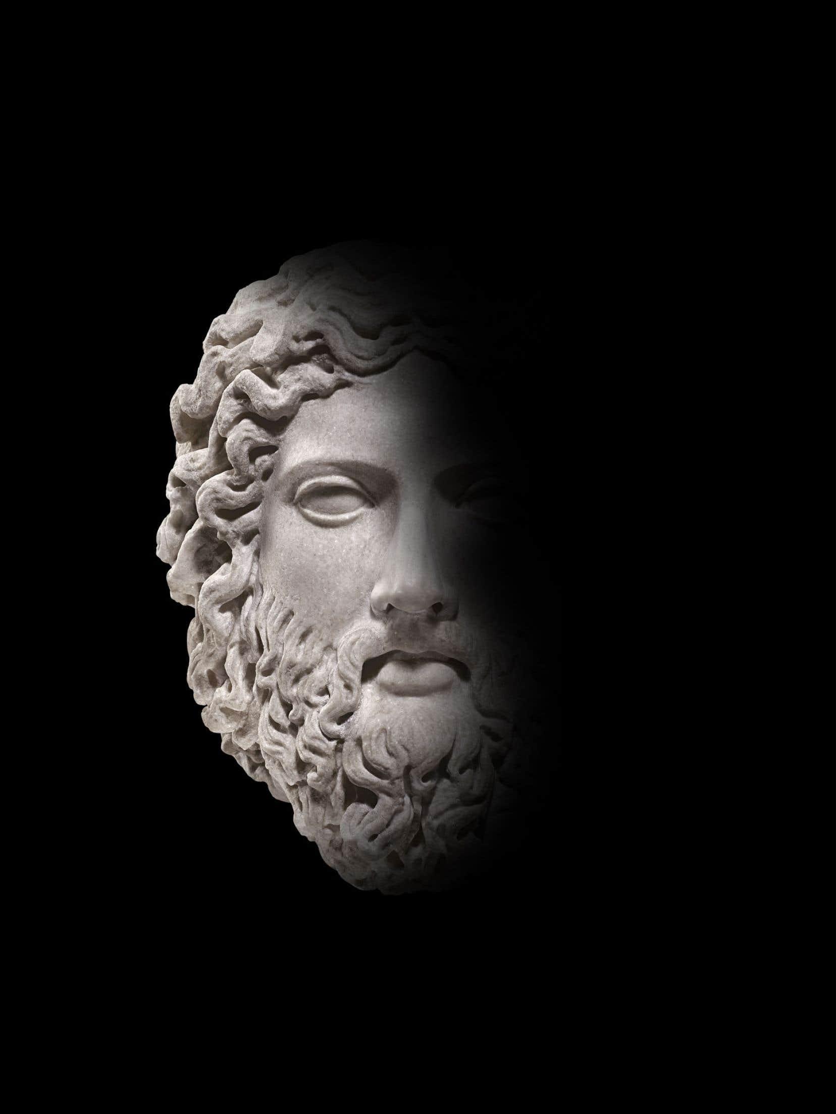 Tête dans le style du Zeus de Dresde, IIesiècle apr. J.-C., d'après un prototype de 440 à 420 av. J.-C., au Musée de la civilisation.