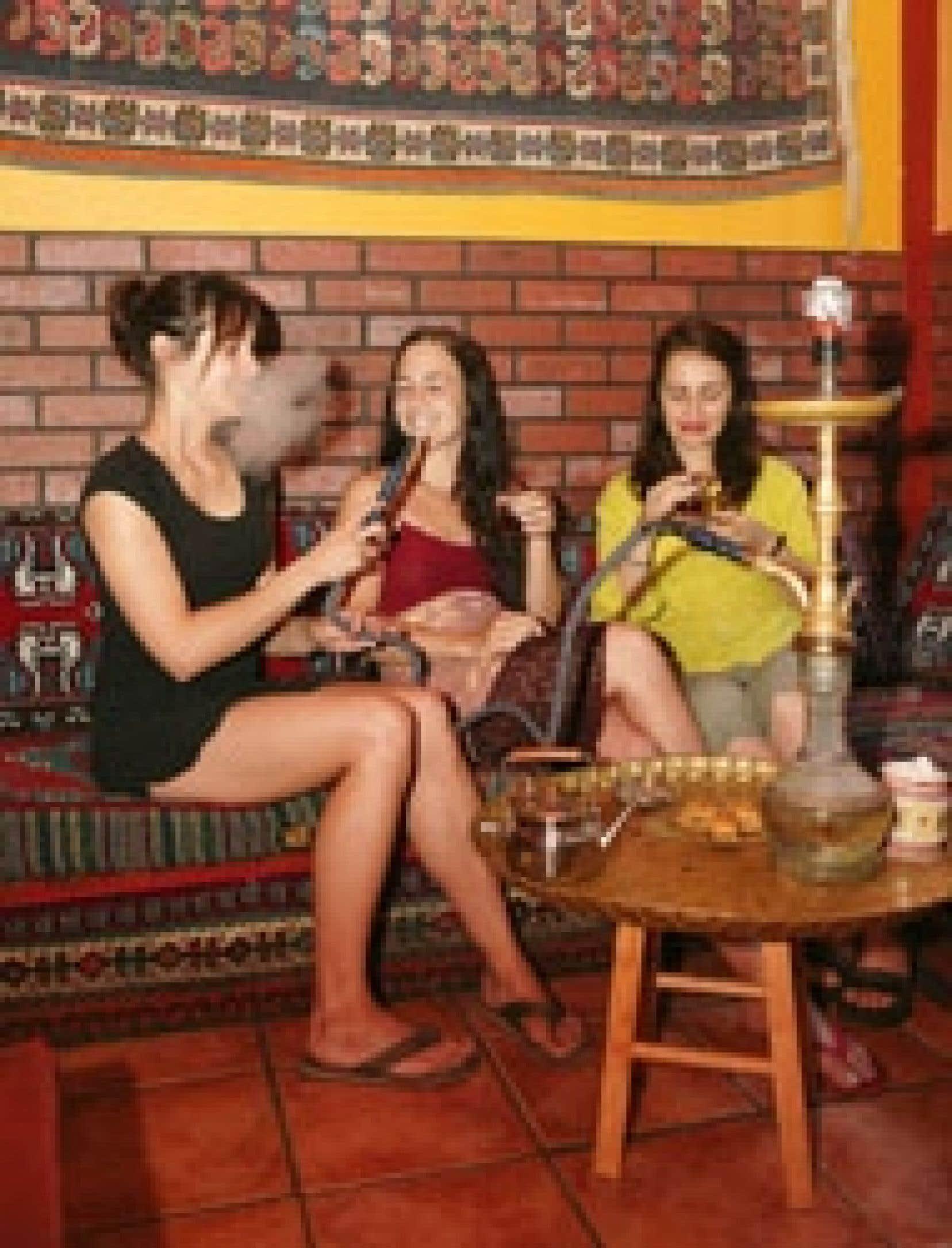 Au Café Gitana à Montréal, on peut fumer le cigare et la chicha, autre nom pour le narguilé.