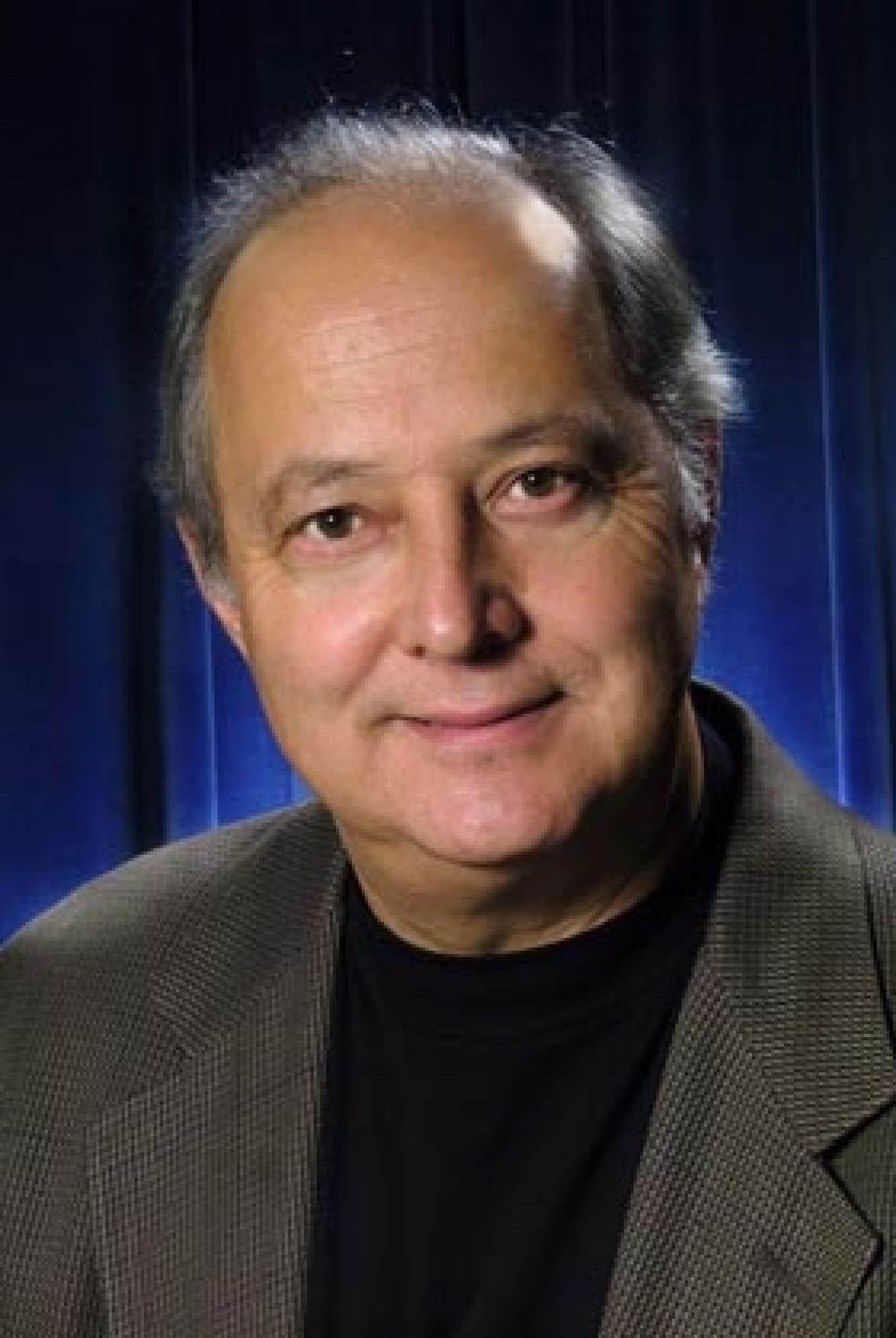 Raymond Corriveau lors de sa nomination comme président du Conseil de presse du Québec, en 2004.