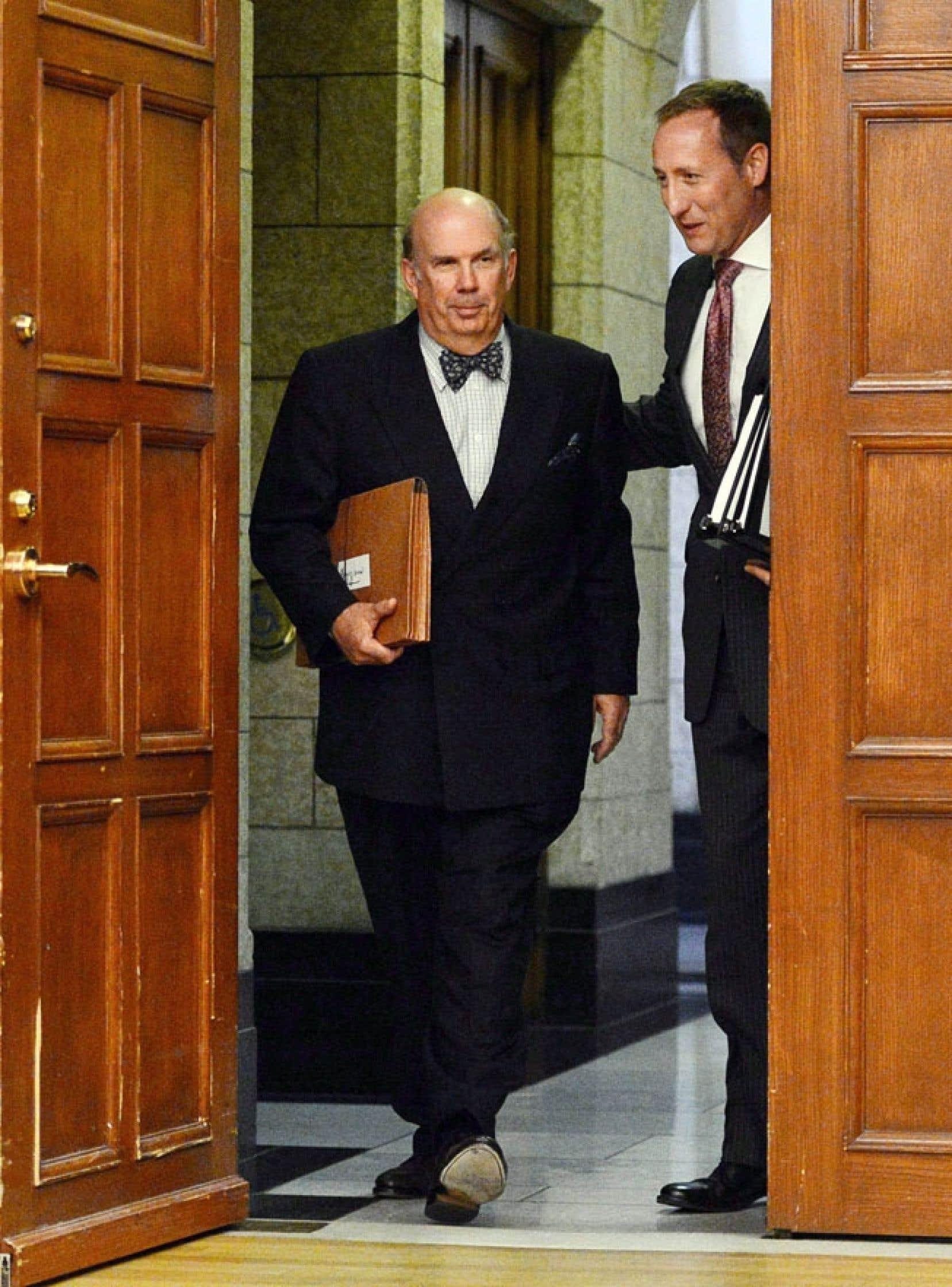 À la lumière de plusieurs décisions, force est d'admettre que le juge Nadon est compétent et aurait bien représenté le Québec au sein de la Cour suprême. Ci-dessus, il est accompagné du ministre Peter MacKay.